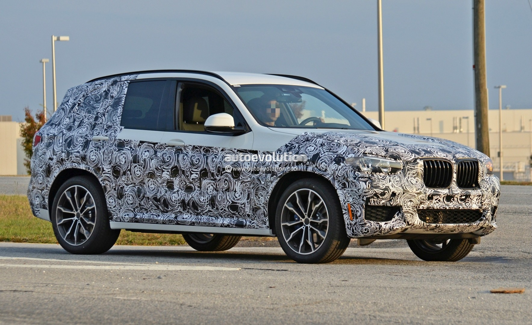 2016 - [BMW] X3 [G01] - Page 5 2018-bmw-x3-spied-at-spartanburg-plant-with-less-camouflage-shows-mature-design_3