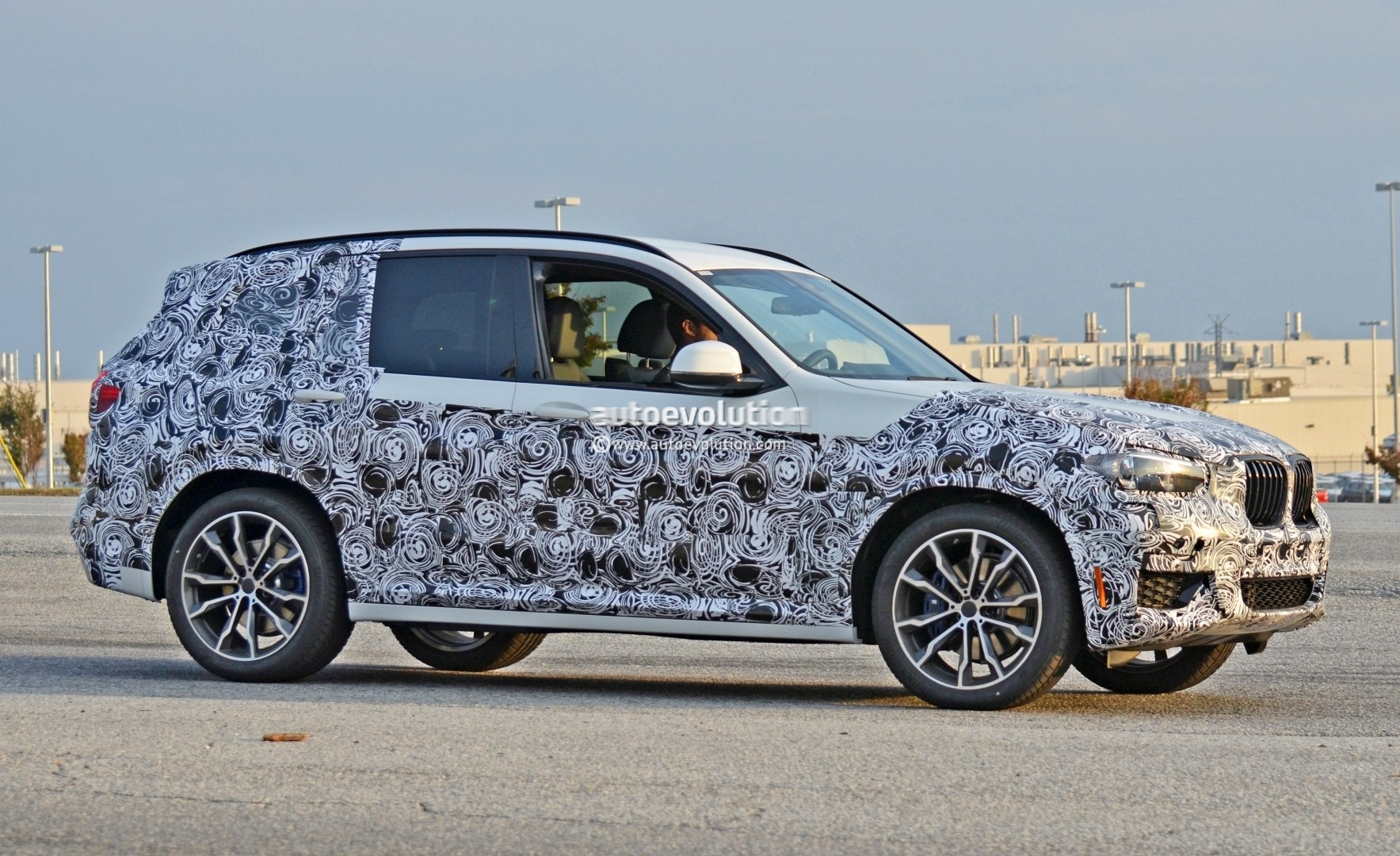2016 - [BMW] X3 [G01] - Page 5 2018-bmw-x3-spied-at-spartanburg-plant-with-less-camouflage-shows-mature-design_4
