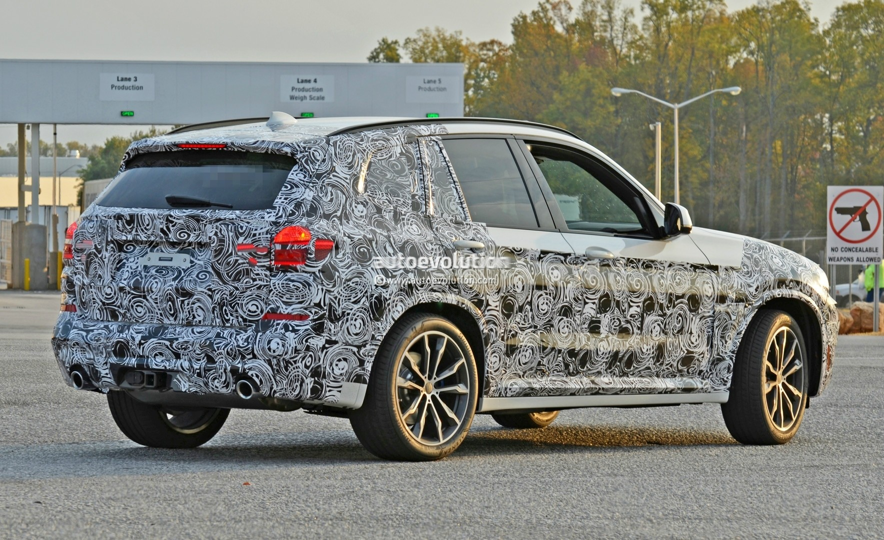 2016 - [BMW] X3 [G01] - Page 5 2018-bmw-x3-spied-at-spartanburg-plant-with-less-camouflage-shows-mature-design_5