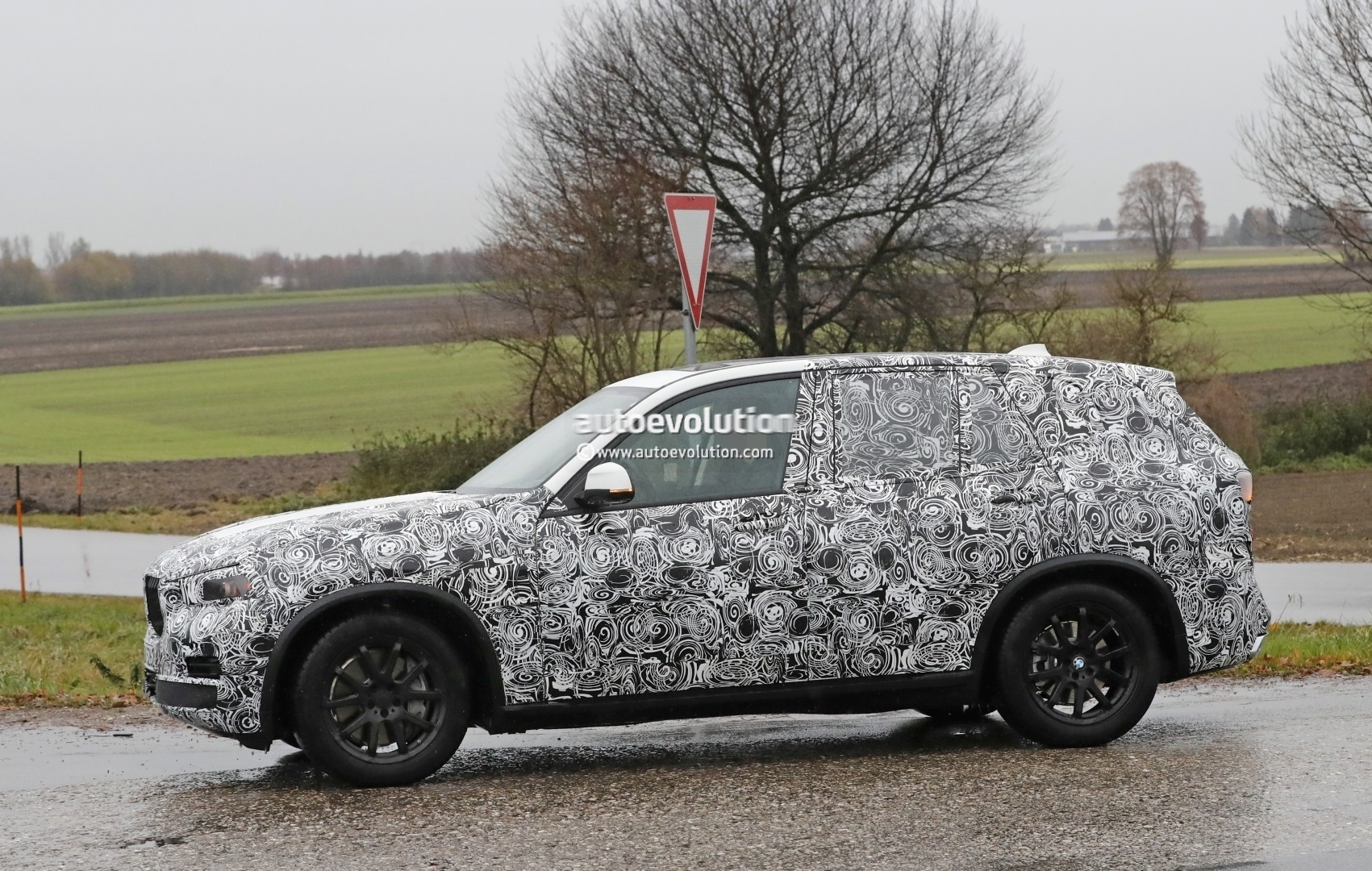 2018 - [BMW] X5 IV [G05] - Page 2 2018-bmw-x5-spied-will-offer-a-more-dynamic-design_8