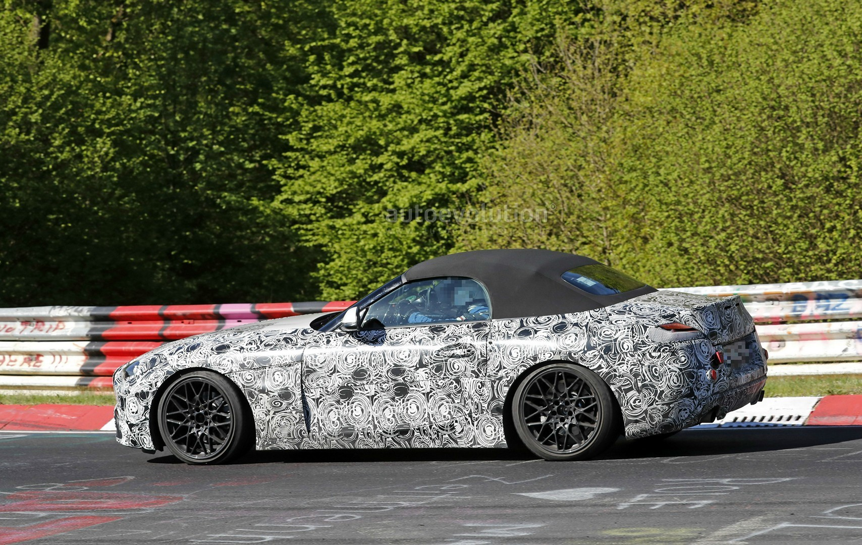2018 bmw z4 s20i interior spyshots reveal specs and 6 speed manual gearbox autoevolution. Black Bedroom Furniture Sets. Home Design Ideas