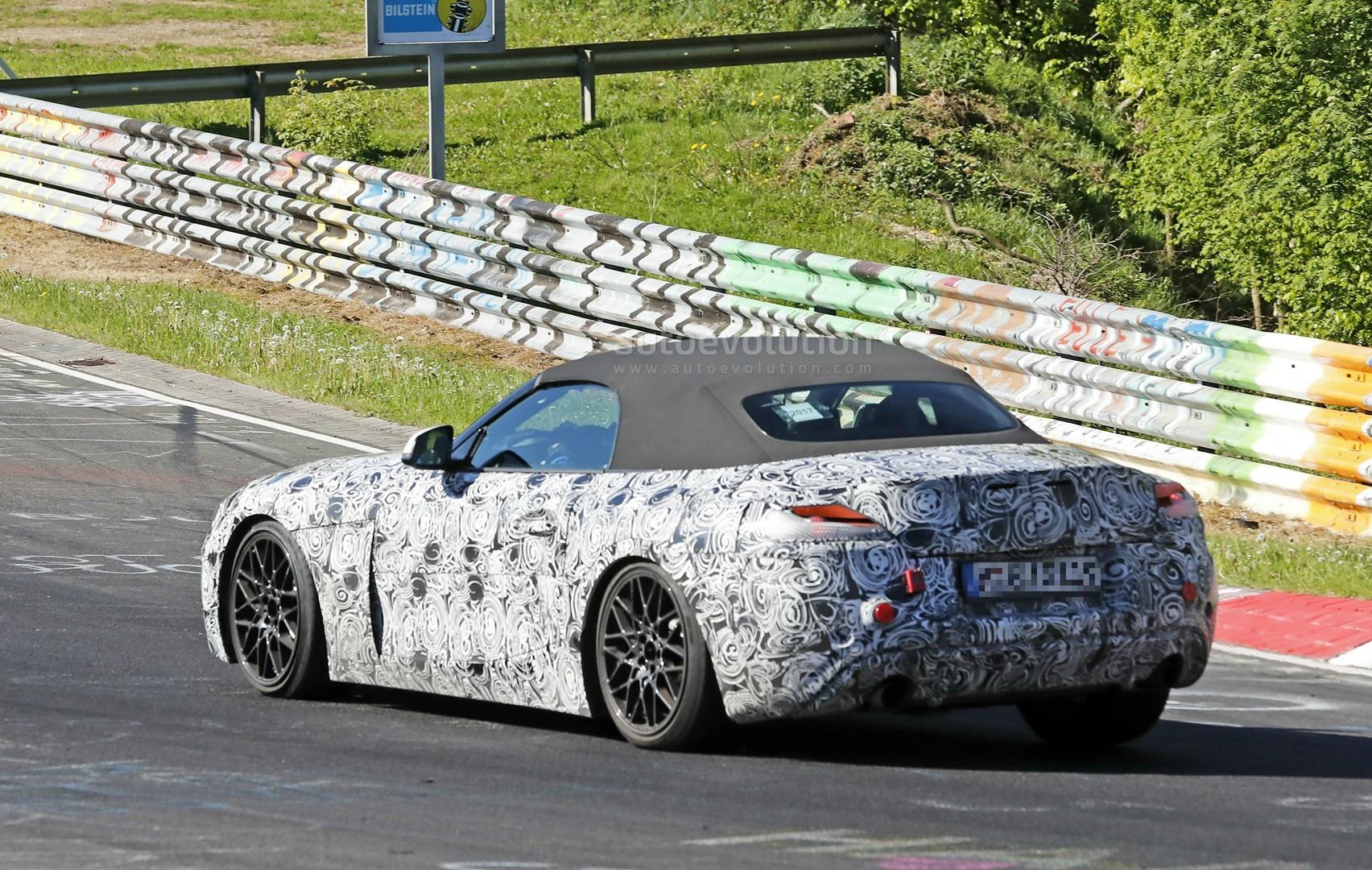 2018 - [BMW] Z4 (G29) - Page 2 2018-bmw-z4-s20i-interior-spyshots-reveal-specs-and-6-speed-manual-gearbox_8