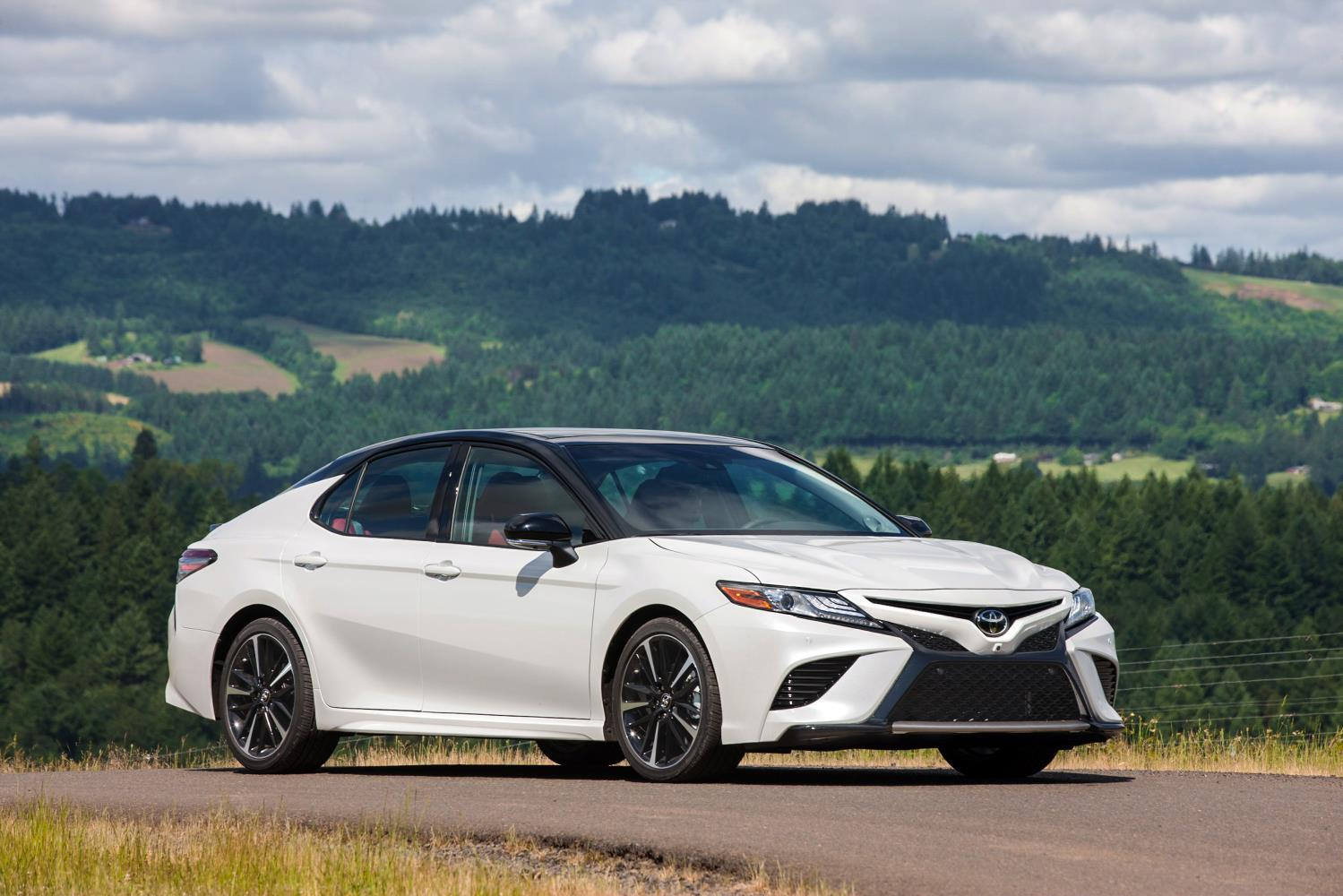 2018 toyota camry rolls into dealers this summer from 23 495 autoevolution. Black Bedroom Furniture Sets. Home Design Ideas