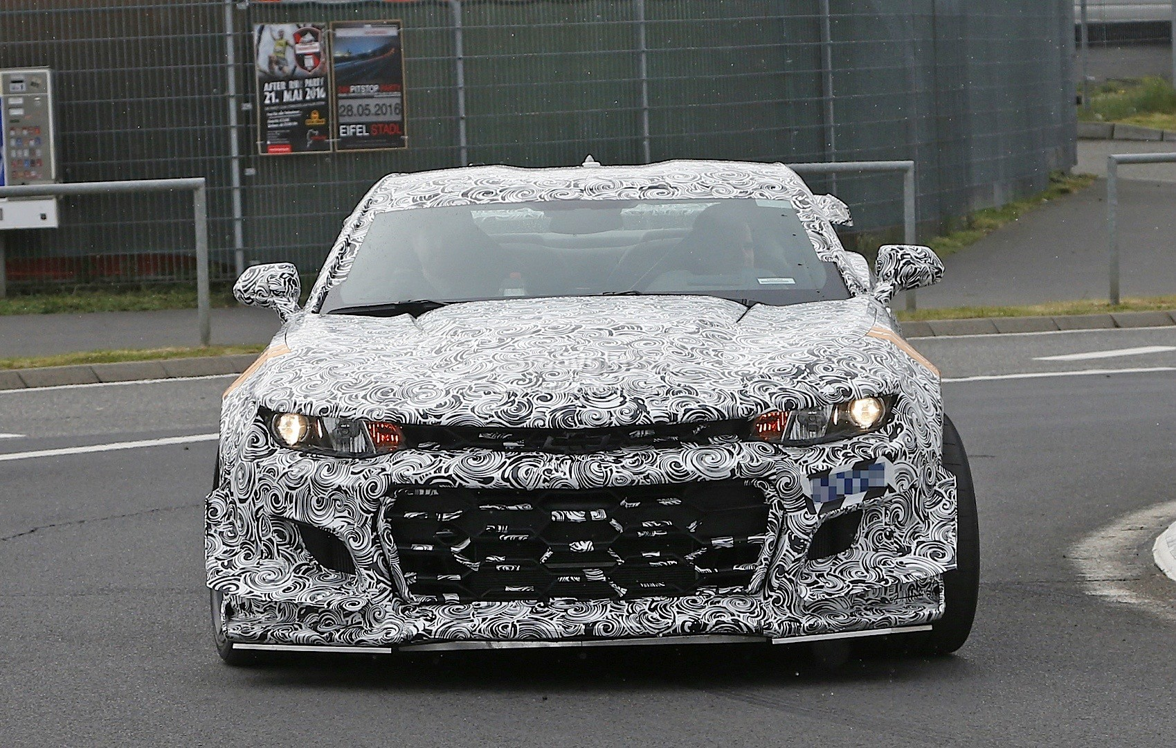 2018 chevrolet camaro z28. unique chevrolet 2018 chevrolet camaro z28 spied on the nurburgring and chevrolet camaro z28
