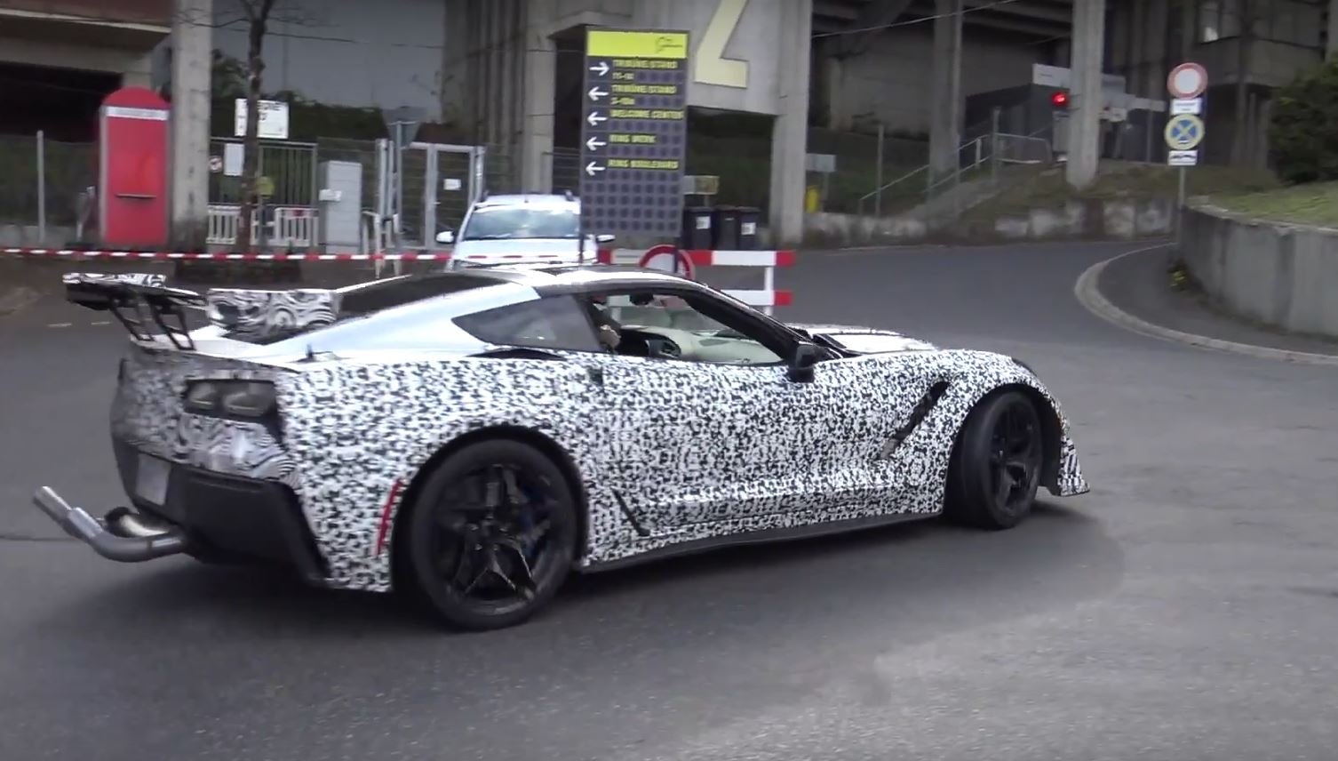2018 chevrolet zr1. brilliant 2018 2018 corvette zr1 on nurburgring and road with two body kits for chevrolet zr1