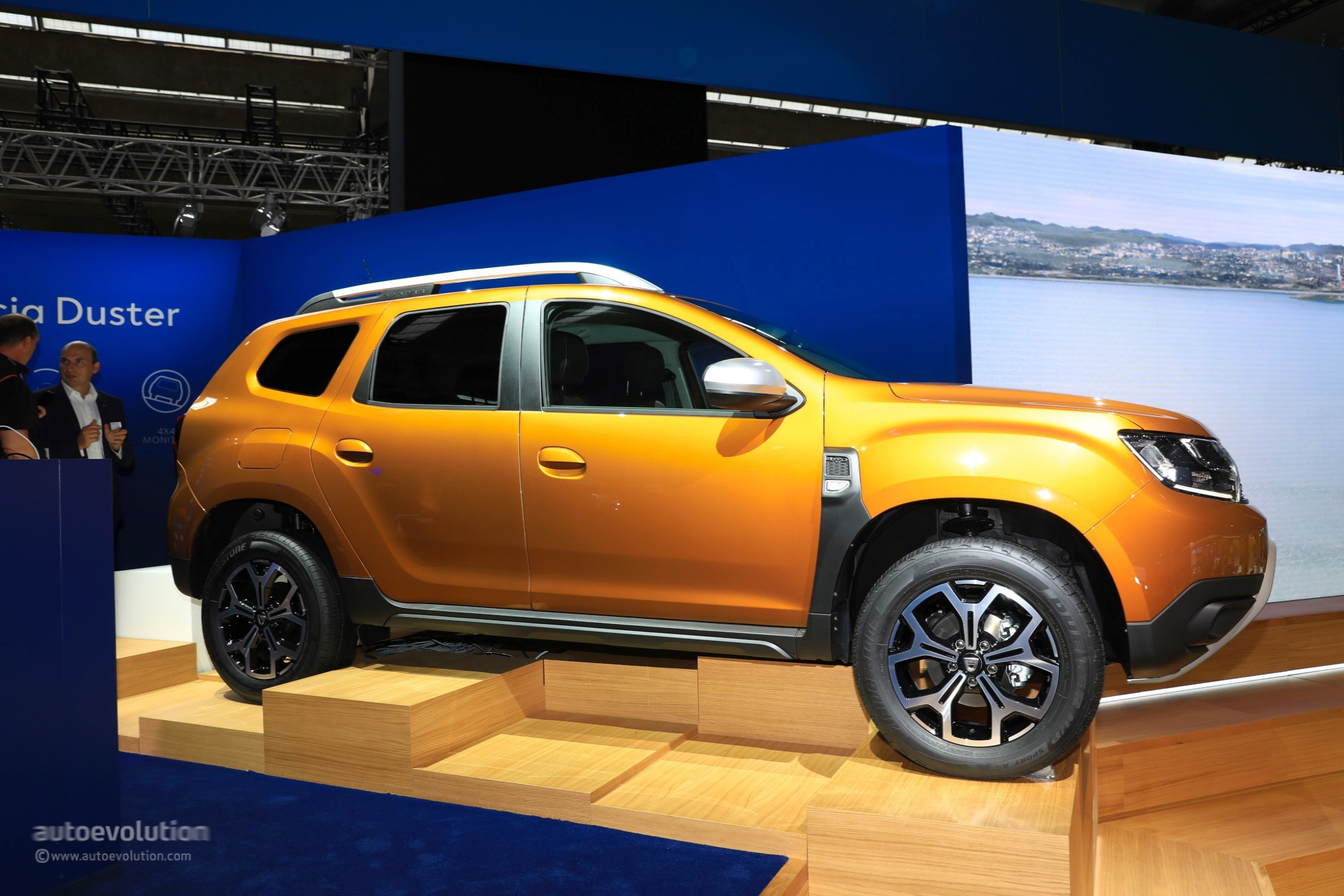 2018 dacia duster basic infotainment system unveiled hint it 39 s basic autoevolution. Black Bedroom Furniture Sets. Home Design Ideas