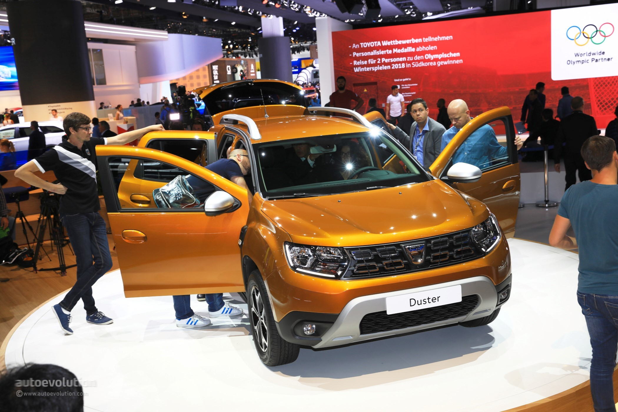 2018 dacia duster commercial will make you sing along too for Interieur duster 2018