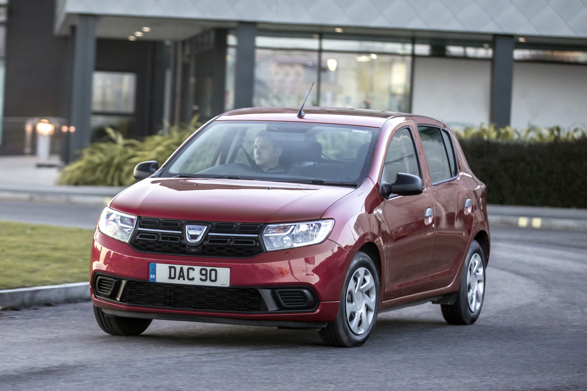 2018 dacia sandero gets more expensive still is the cheapest new car in the uk autoevolution. Black Bedroom Furniture Sets. Home Design Ideas