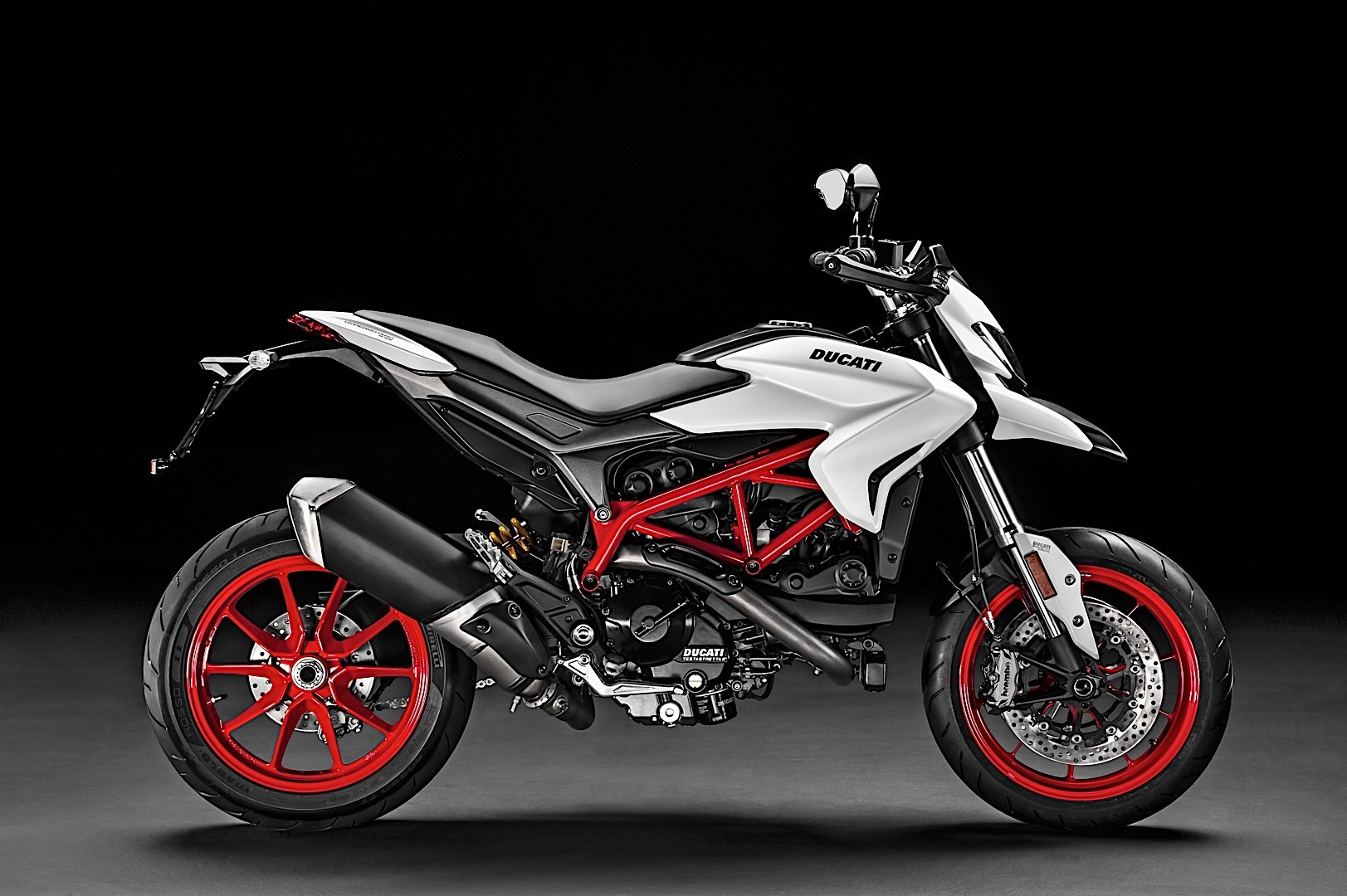 2018 ducati hypermotard 939 gets a fresh look autoevolution. Black Bedroom Furniture Sets. Home Design Ideas