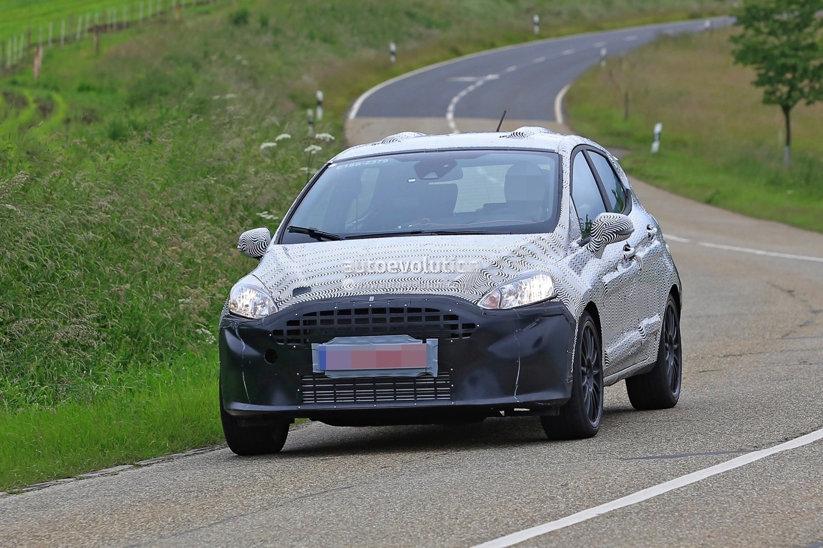 Ford Grand Tourneo Connect >> 2018 Ford Fiesta ST Spied Benchmarking Against Current ...