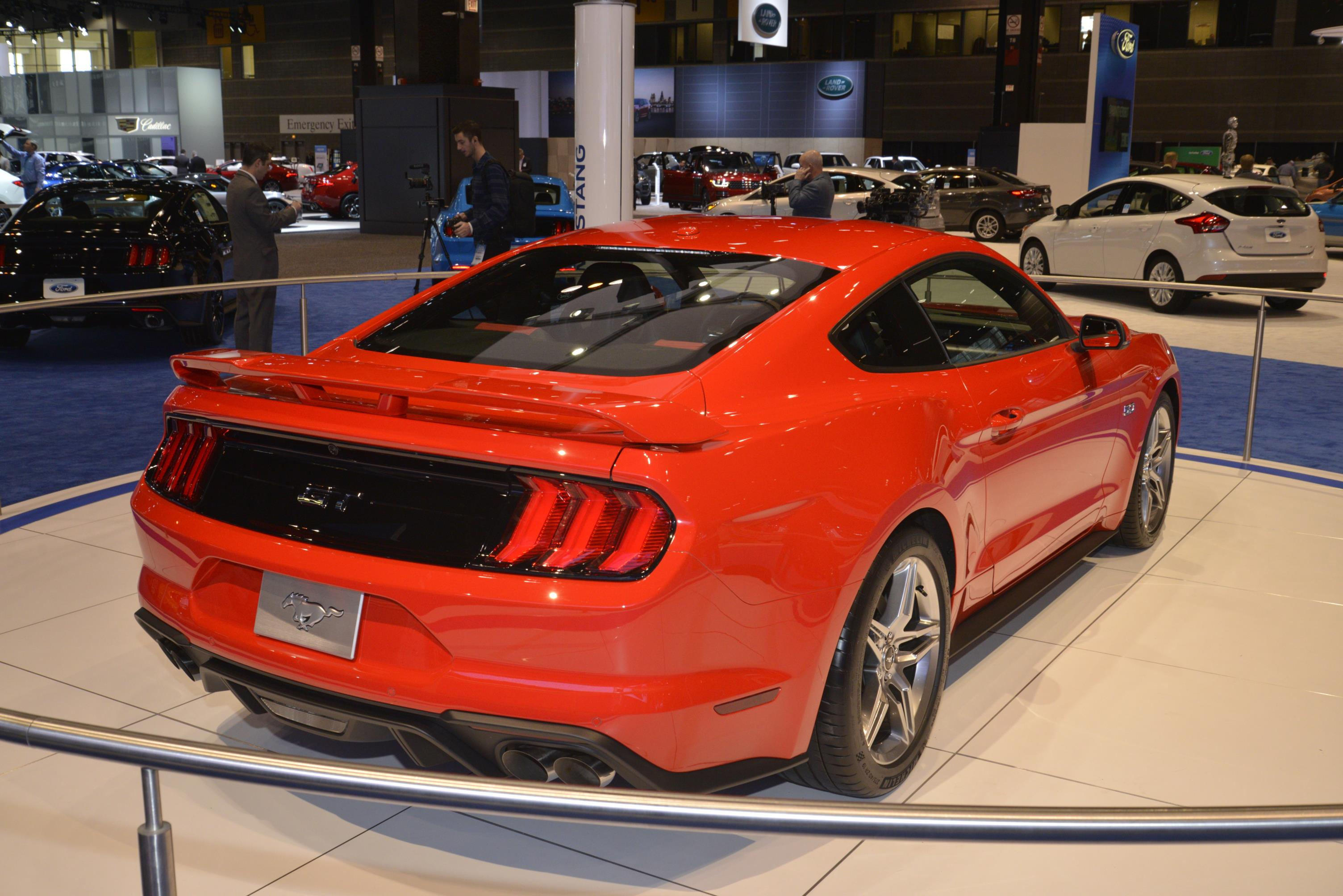 2018 ford mustang is ashamed to show its face in chicago autoevolution. Black Bedroom Furniture Sets. Home Design Ideas
