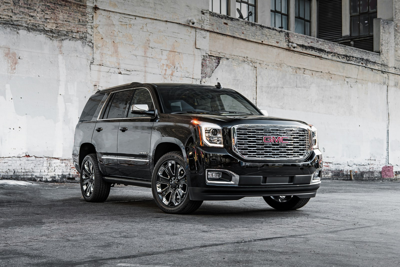 2018 gmc yukon denali introduces ultimate black edition in la autoevolution. Black Bedroom Furniture Sets. Home Design Ideas