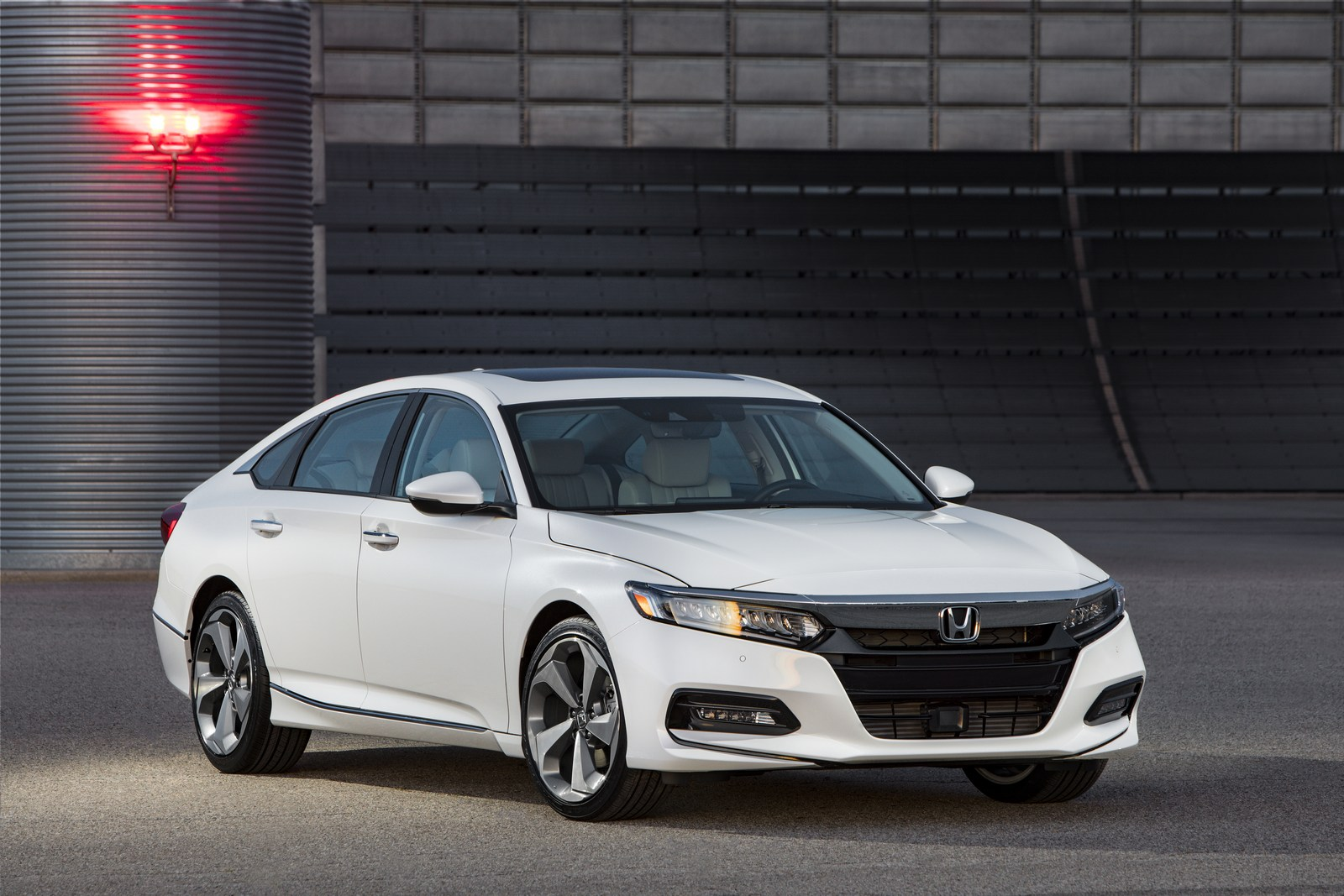2018 Honda Accord Hybrid Fuel Economy EPA-rated At 47 MPG Combined ...