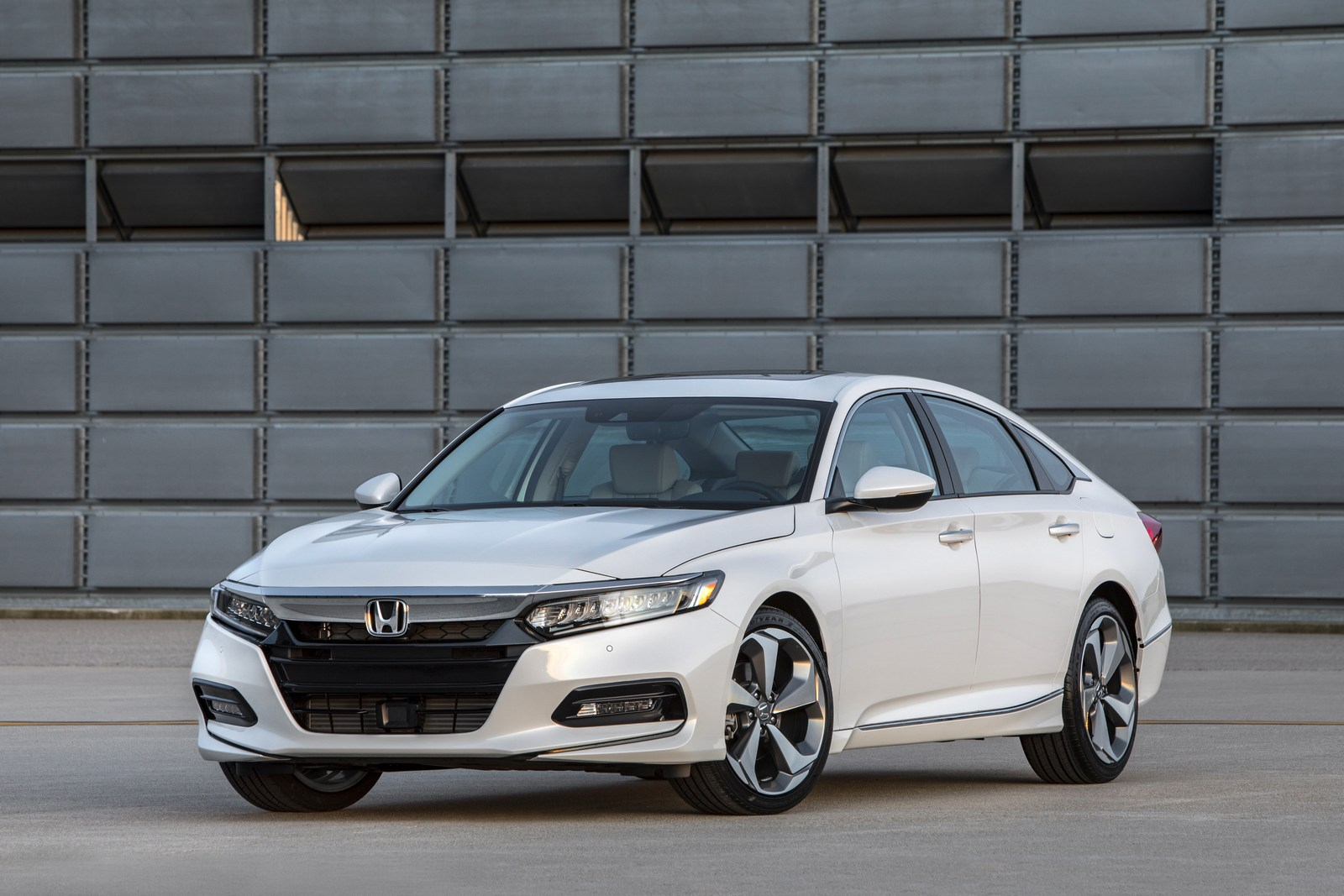 2018 Honda Accord Hybrid Fuel Economy EPA-rated At 47 MPG ...