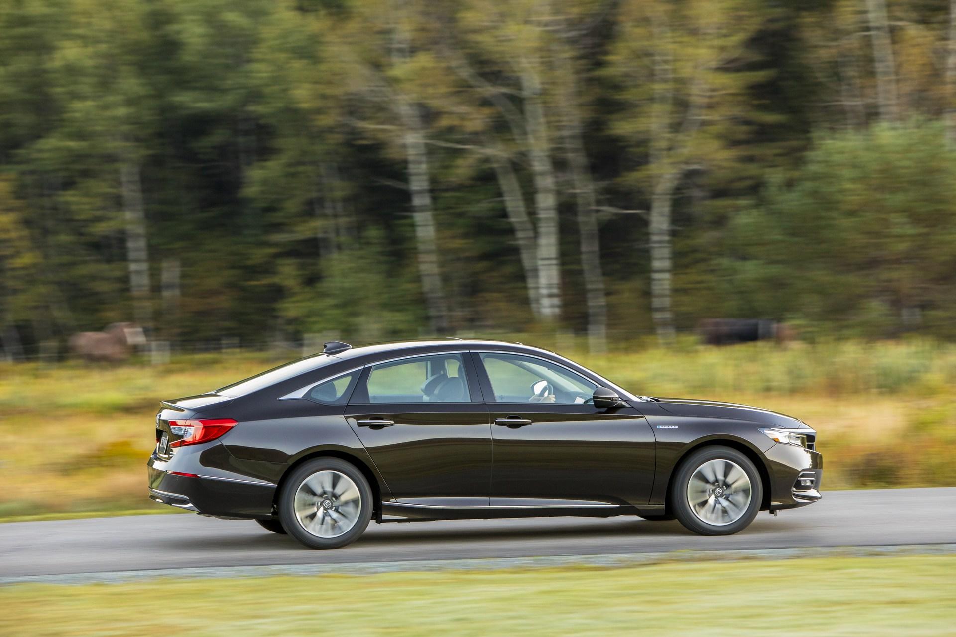 2018 Honda Accord Hybrid Is Really Cheap, Starts at ...