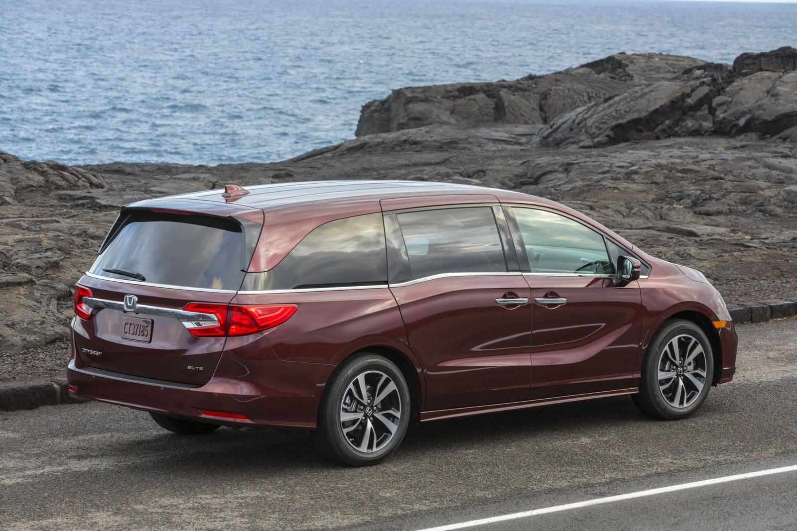 2018 honda odyssey goes on sale starting at 29 990 autoevolution. Black Bedroom Furniture Sets. Home Design Ideas