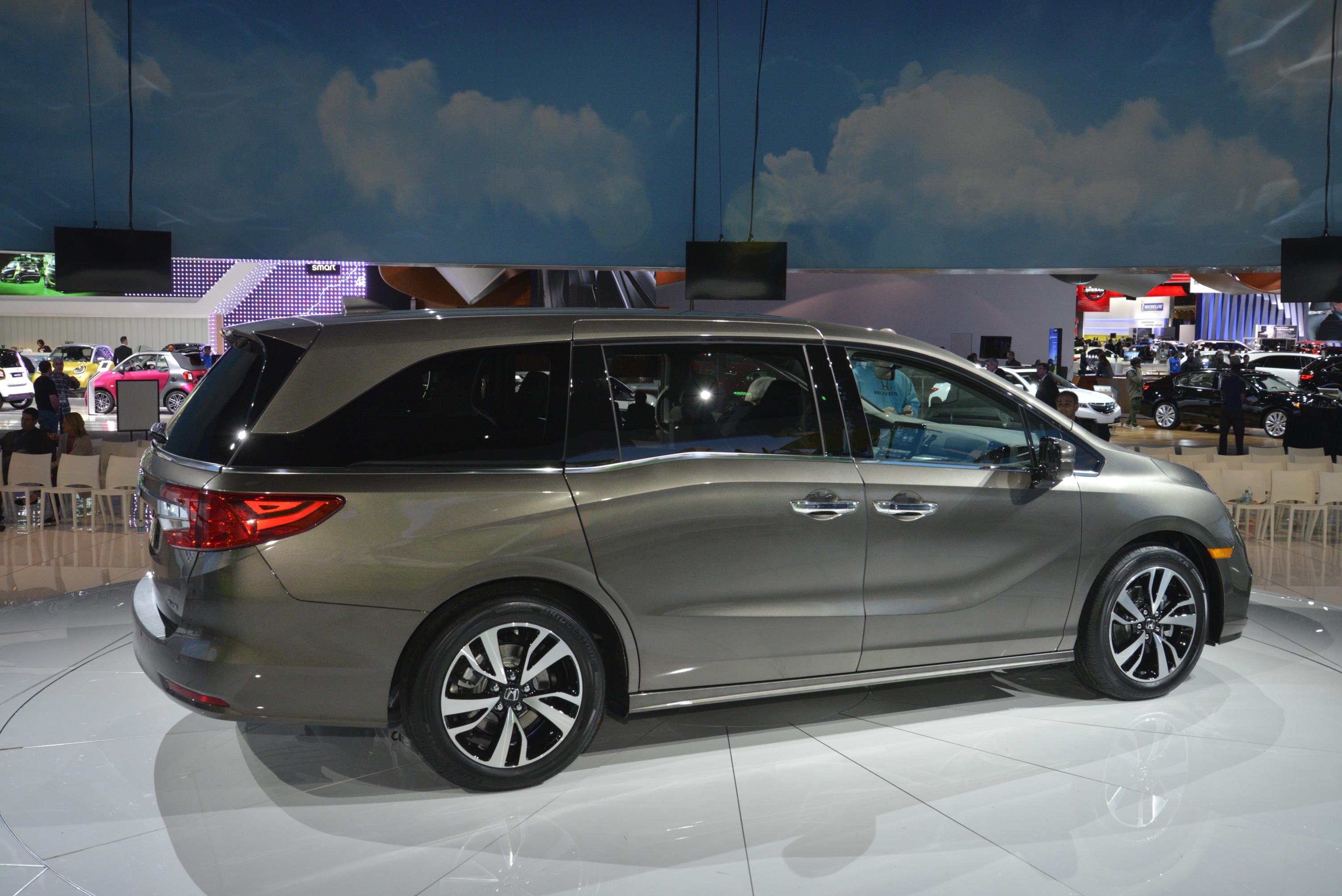 2018 Honda Odyssey Shows The Chrysler Pacifica How It's Done in Detroit - autoevolution