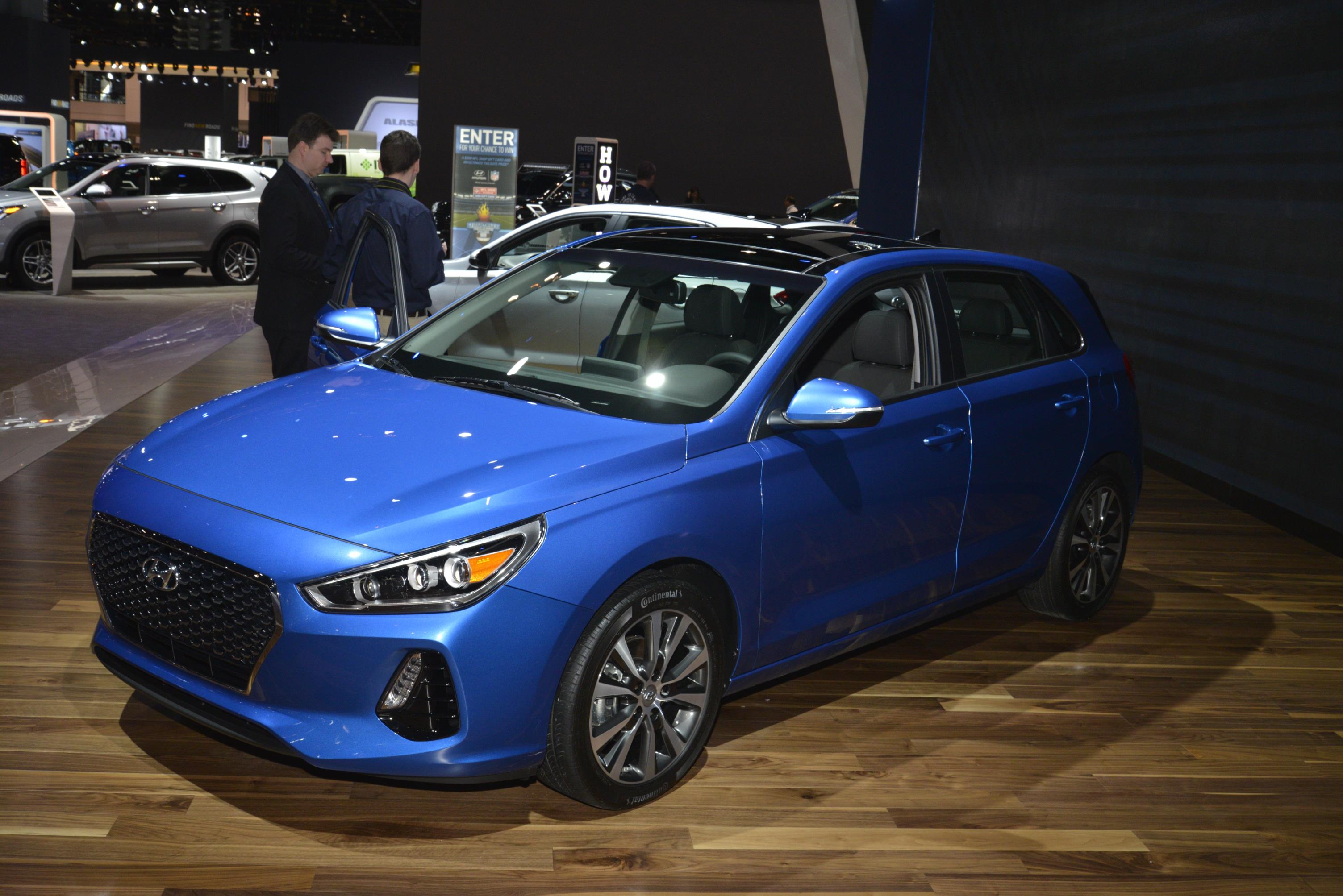 2018 hyundai elantra gt priced appropriately standard. Black Bedroom Furniture Sets. Home Design Ideas
