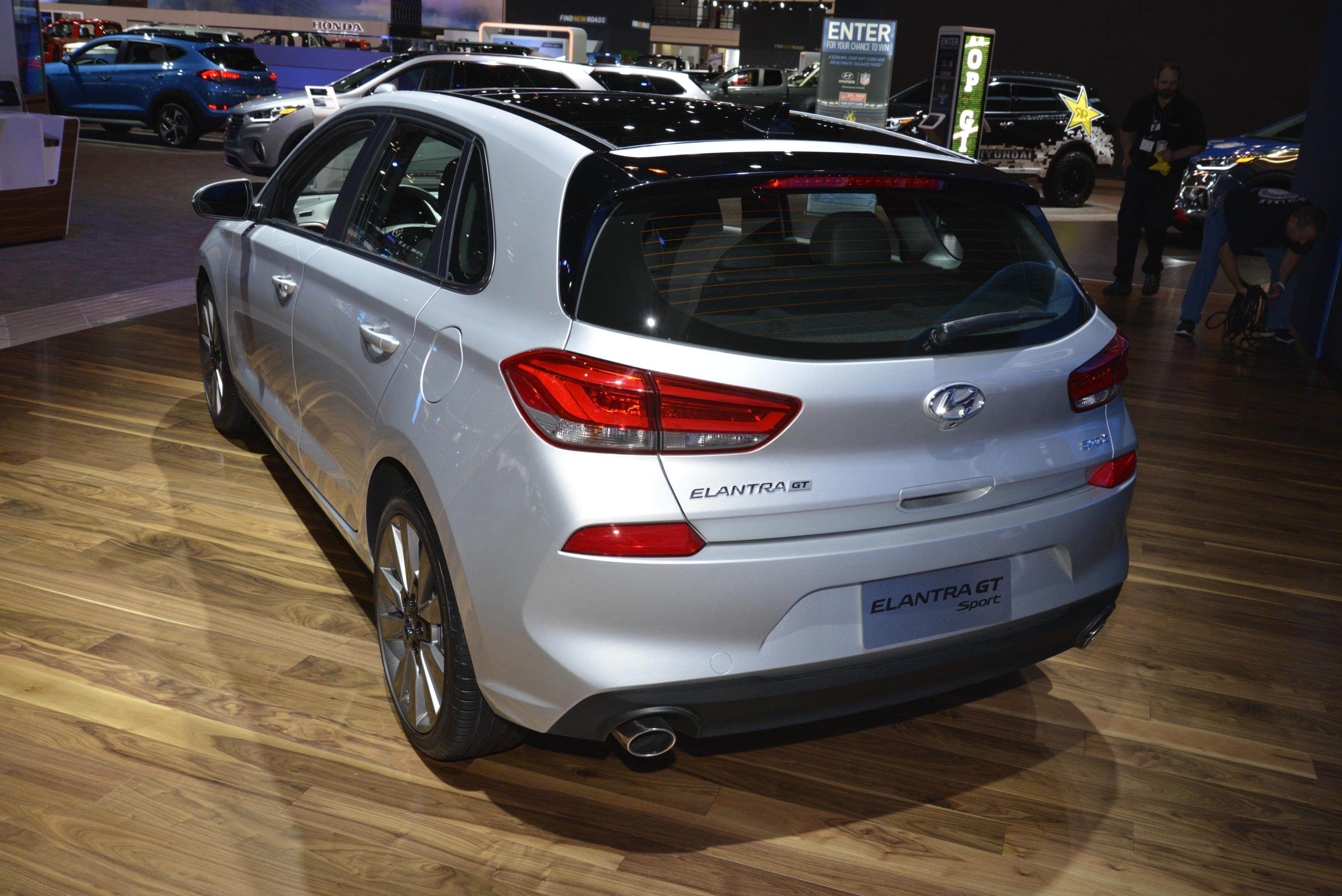 2018 hyundai elantra gt priced appropriately standard features are aplenty autoevolution. Black Bedroom Furniture Sets. Home Design Ideas