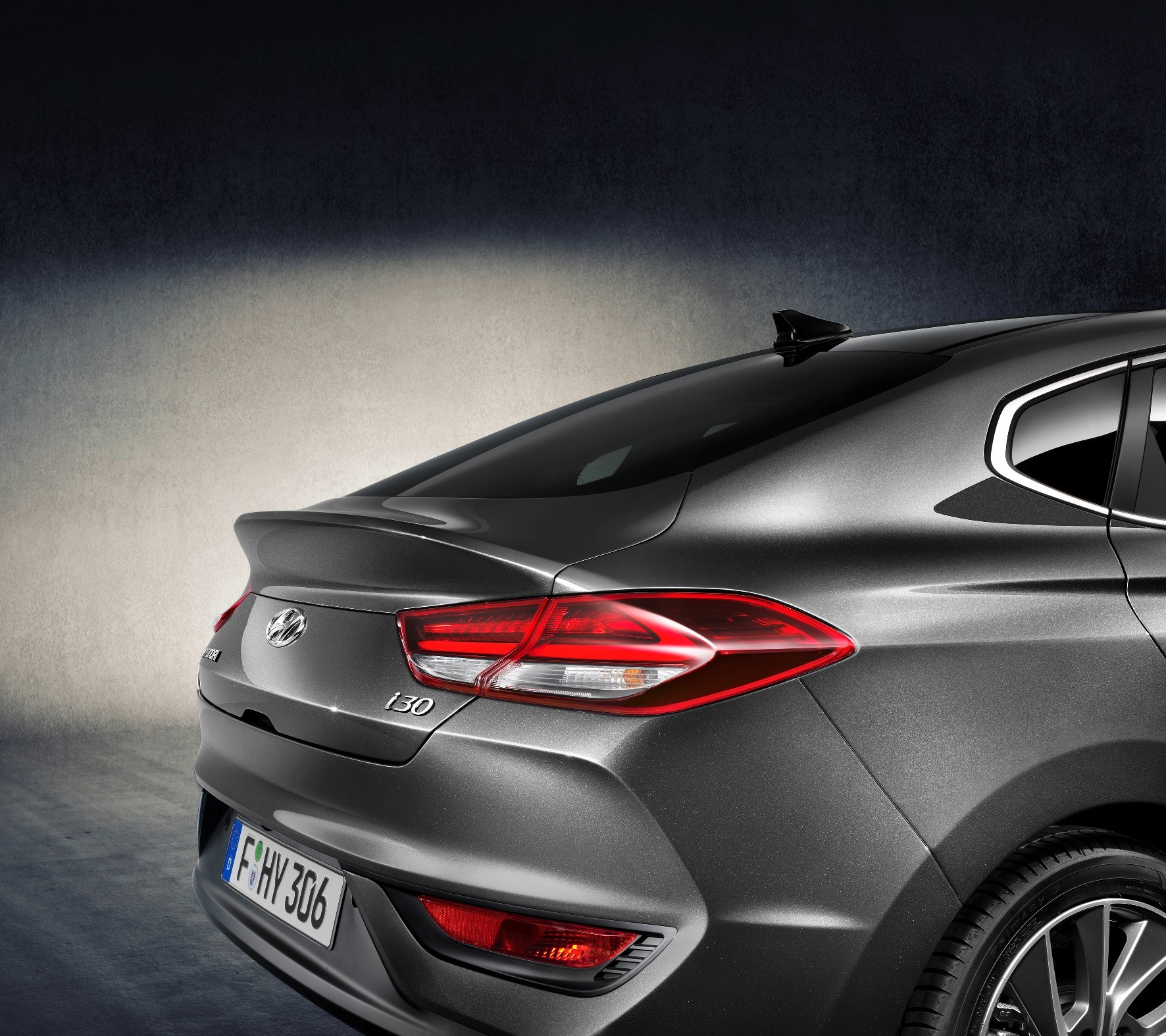 2018 hyundai i30 fastback boasts stiffer suspension than i30 hatchback autoevolution. Black Bedroom Furniture Sets. Home Design Ideas
