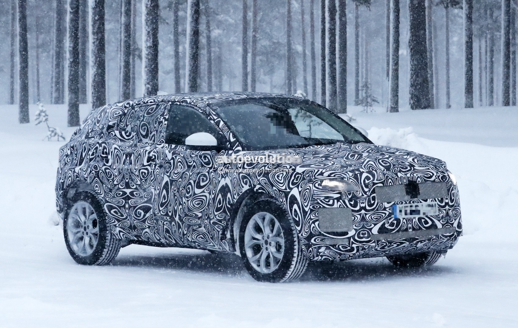 2017 - [Jaguar] E-Pace - Page 2 2018-jaguar-e-pace-spied-in-the-snow-could-become-quickest-selling-jaguar-ever_1