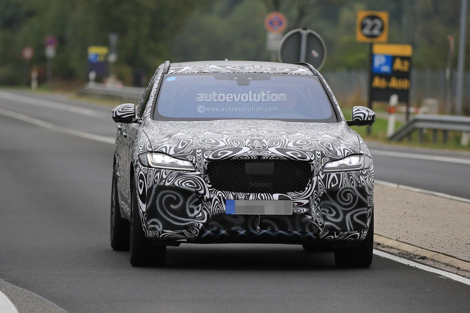 2015 - [Jaguar] F-Pace - Page 14 2018-jaguar-f-pace-svr-blitzes-the-nurburgring-circuit_1