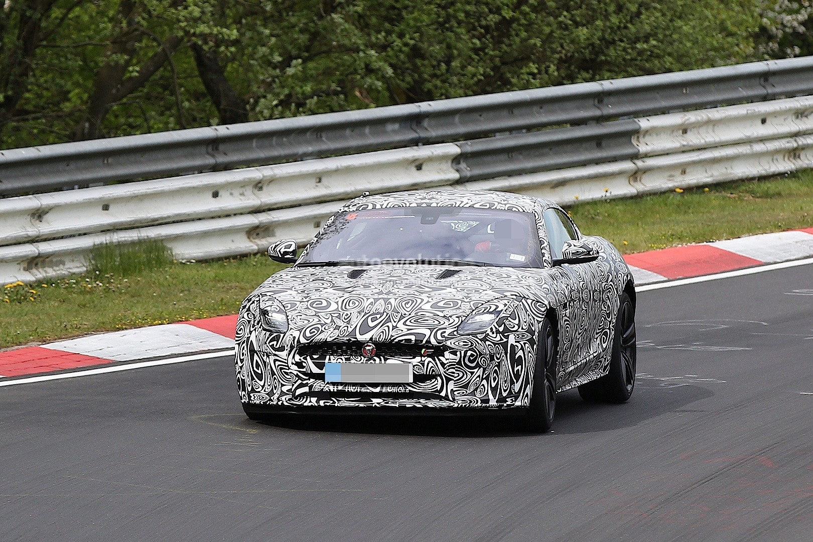 2018 Jaguar F-Type Facelift Flying on Nurburgring, Aiming for