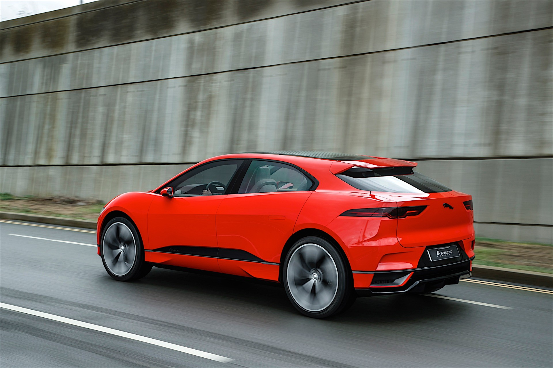 jaguar i pace electric suv already in production on sale in 2018 in the u s autoevolution. Black Bedroom Furniture Sets. Home Design Ideas