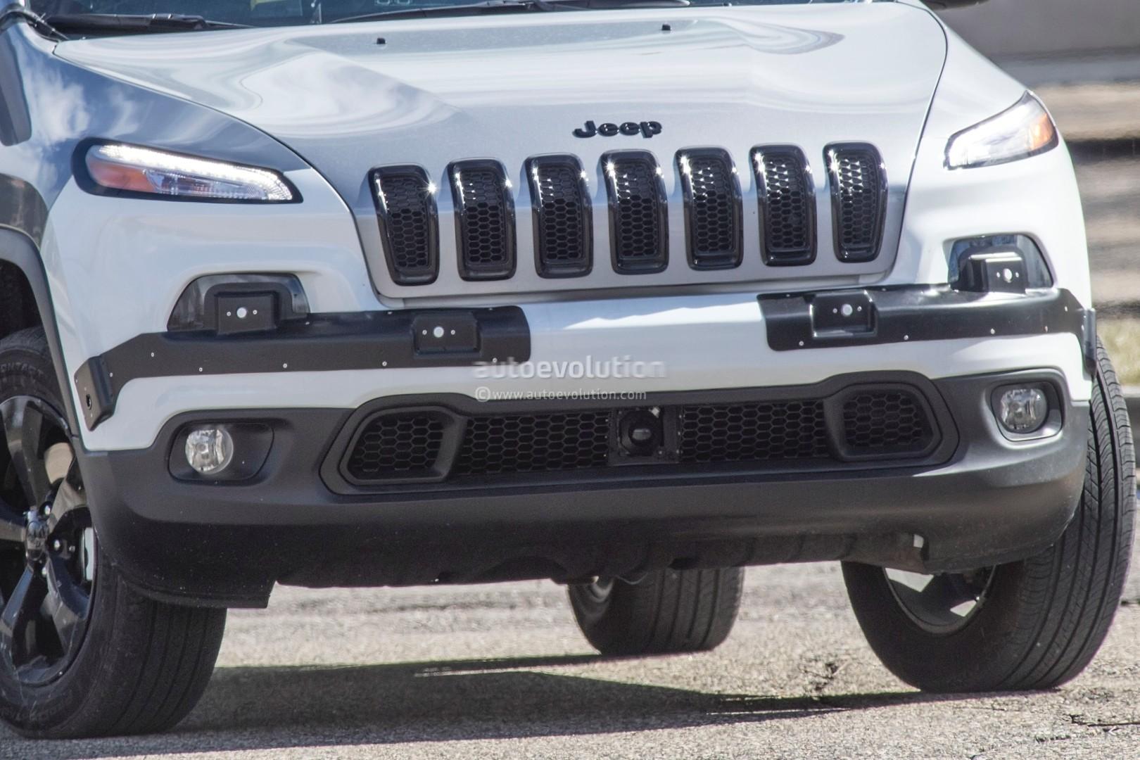 2018 Trackhawk Jeep >> 2018 Jeep Cherokee Prototype Hints at Single-Unit Headlights, Trackhawk Rumored - autoevolution