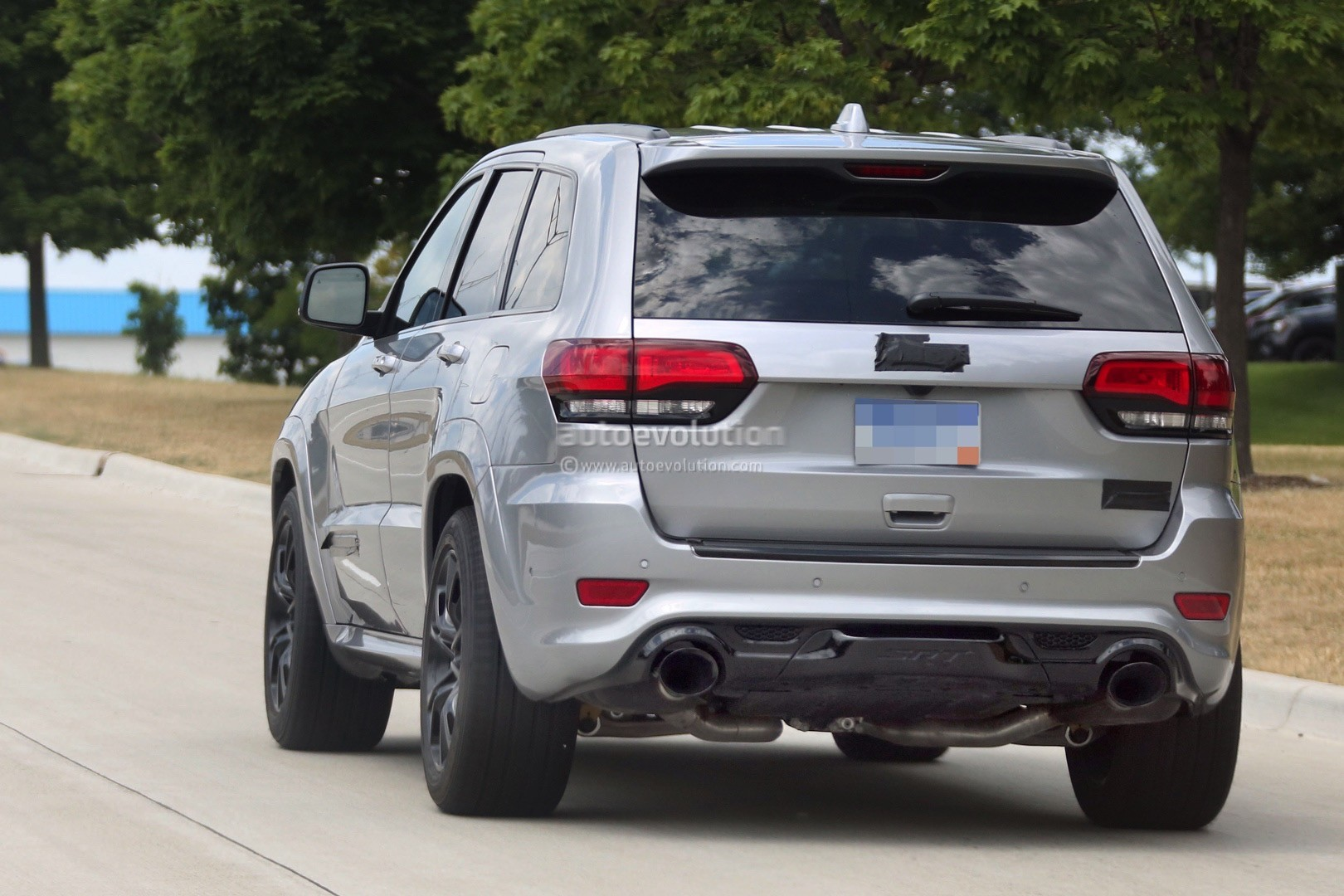 Jeep Renegade Models >> 2018 Jeep Grand Cherokee Trackhawk Might Have Torque Vectoring AWD - autoevolution