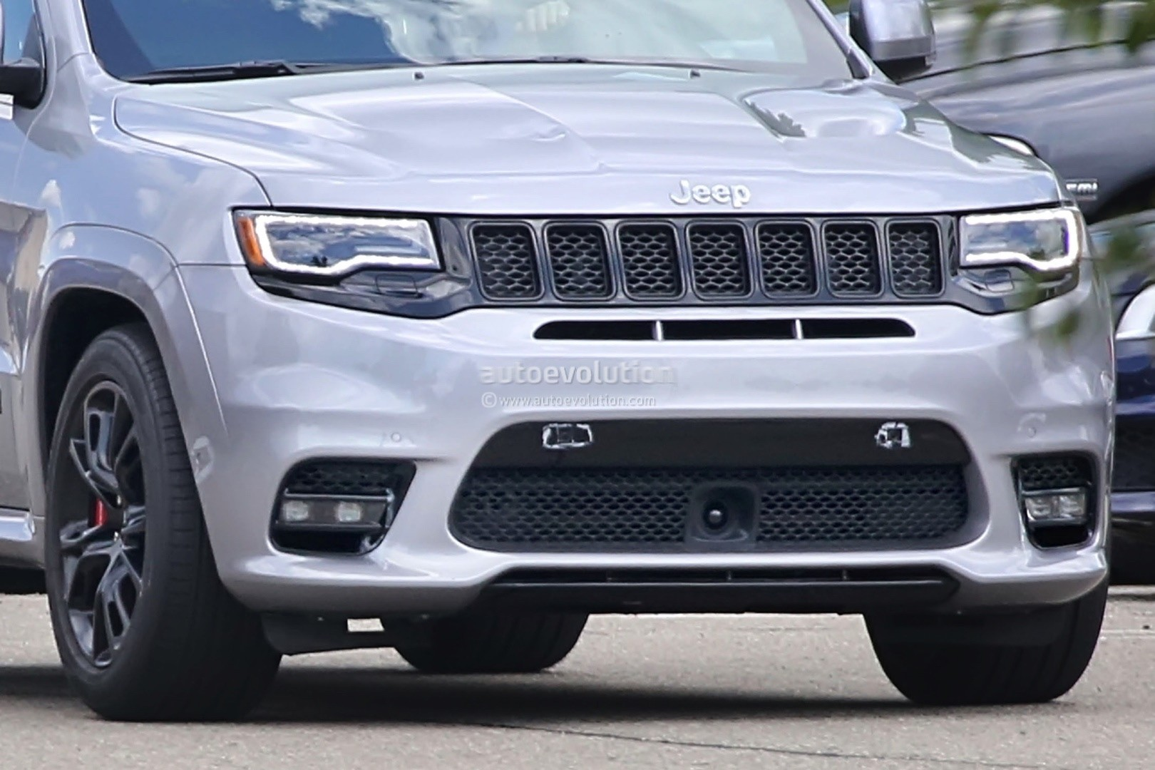 2018 Jeep Grand Cherokee Trackhawk Spied, Looks Ready to Pounce ...