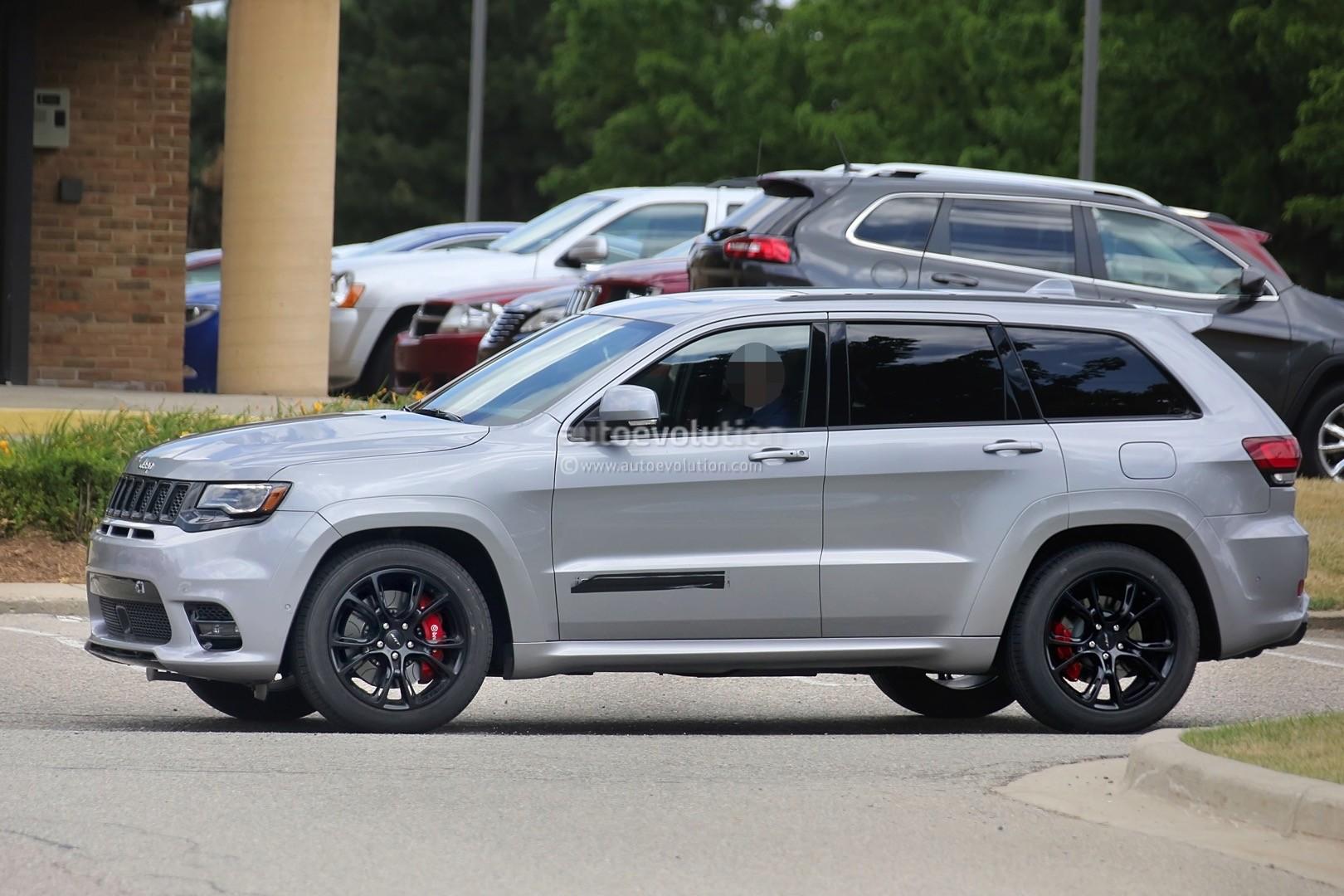 2018 jeep grand cherokee trackhawk spied looks ready to. Black Bedroom Furniture Sets. Home Design Ideas