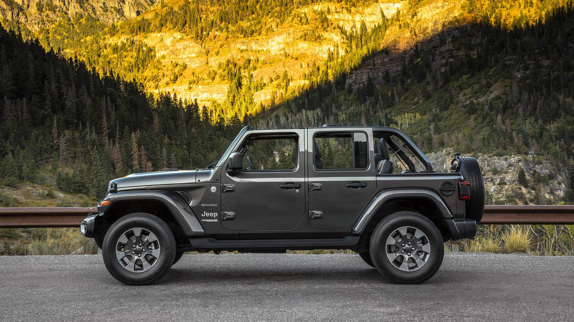 2018 jeep wrangler debuts in l a has more of everything. Black Bedroom Furniture Sets. Home Design Ideas