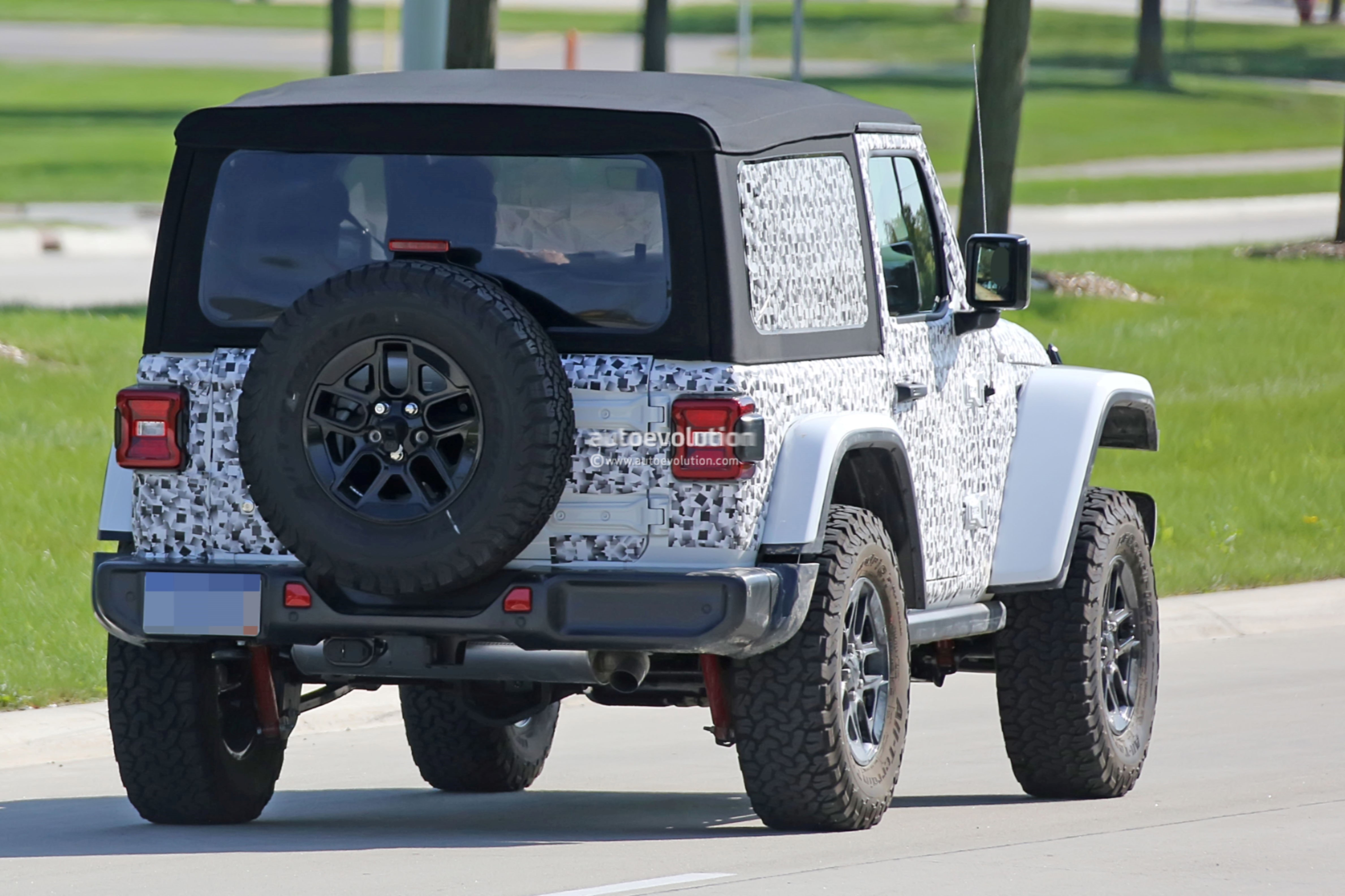 ... 2018 Jeep Wrangler (JL) prototype ...
