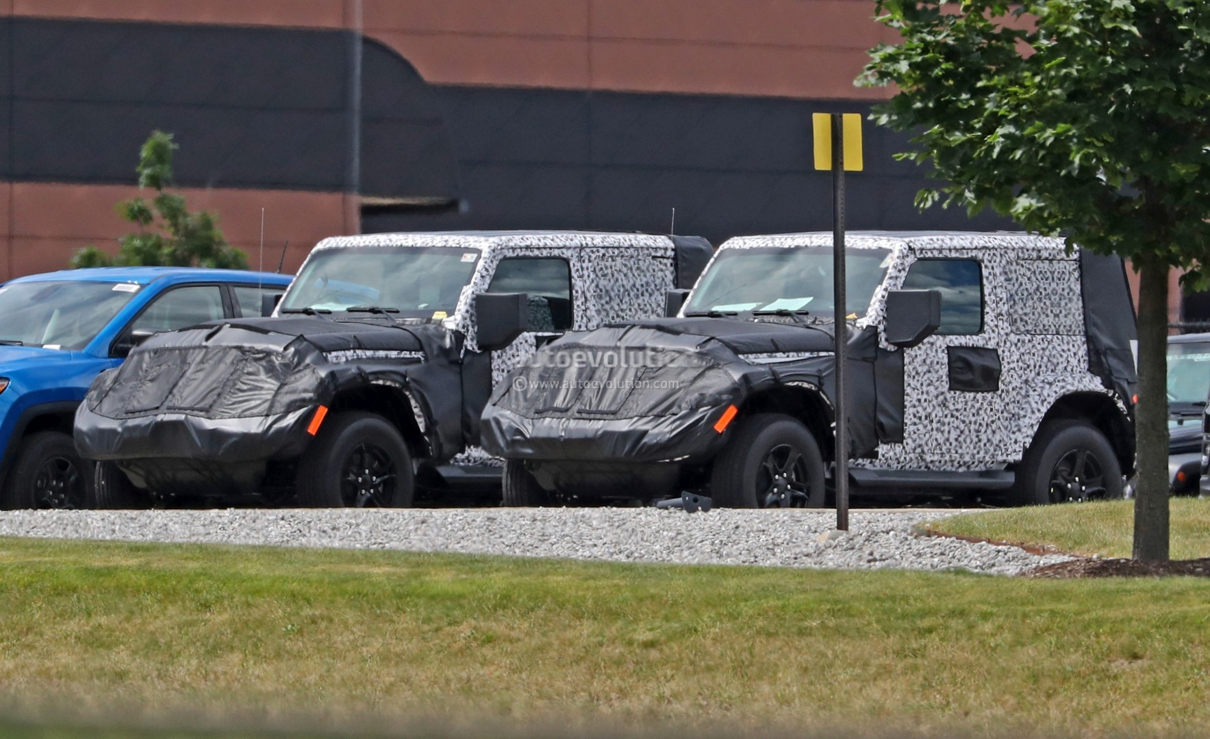 2018 Jeep Wrangler Jl Soft Top >> 2018 Jeep Wrangler JL Two-Door Spied, Shows Hardtop and Soft Top Versions - autoevolution