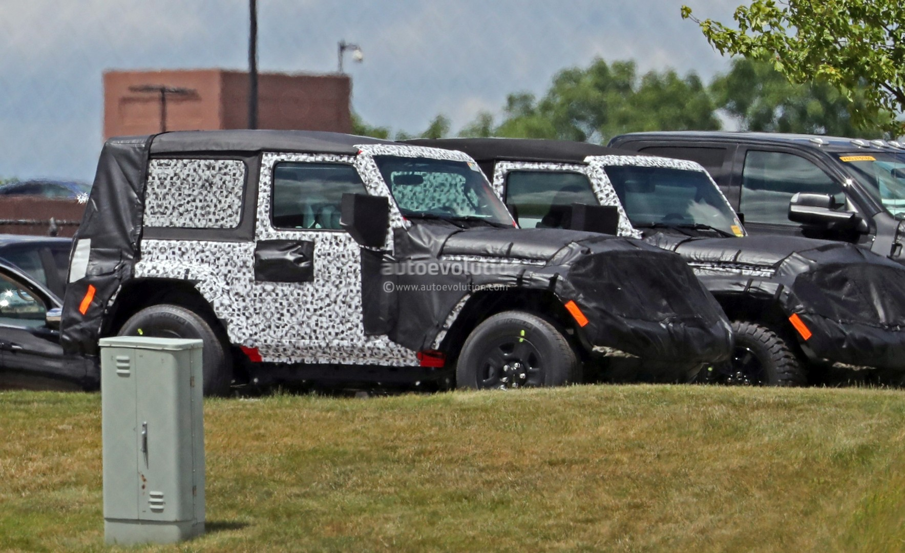 2018 Jeep Wrangler Jl Two Door Spied Shows Hardtop And