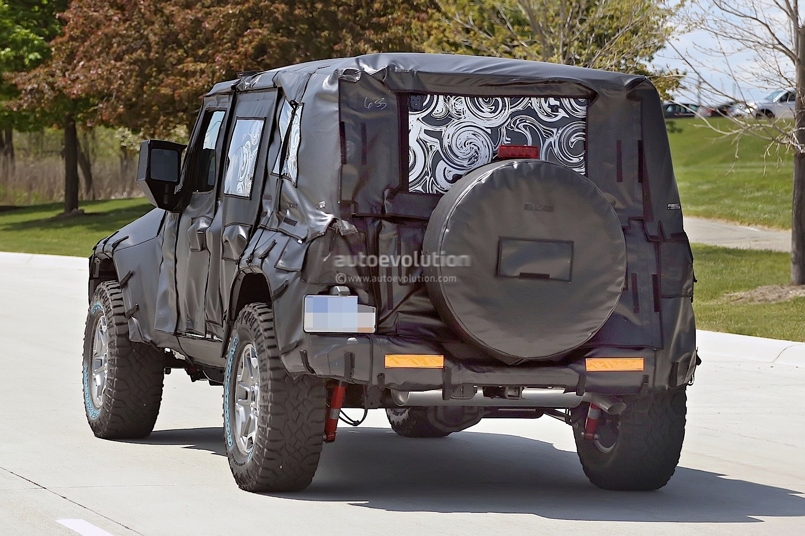 spied shows new hardware 2018 jeep wrangler jl with six speed manual transmission
