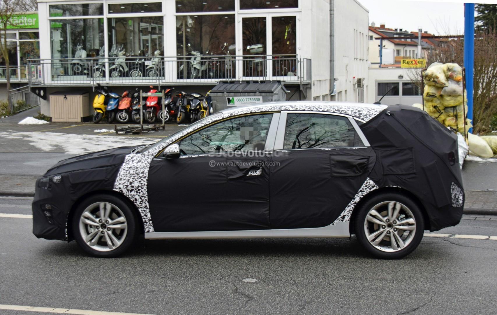 2018 Kia Cee'd Caught On Video Next To New Hyundai i30 And ...
