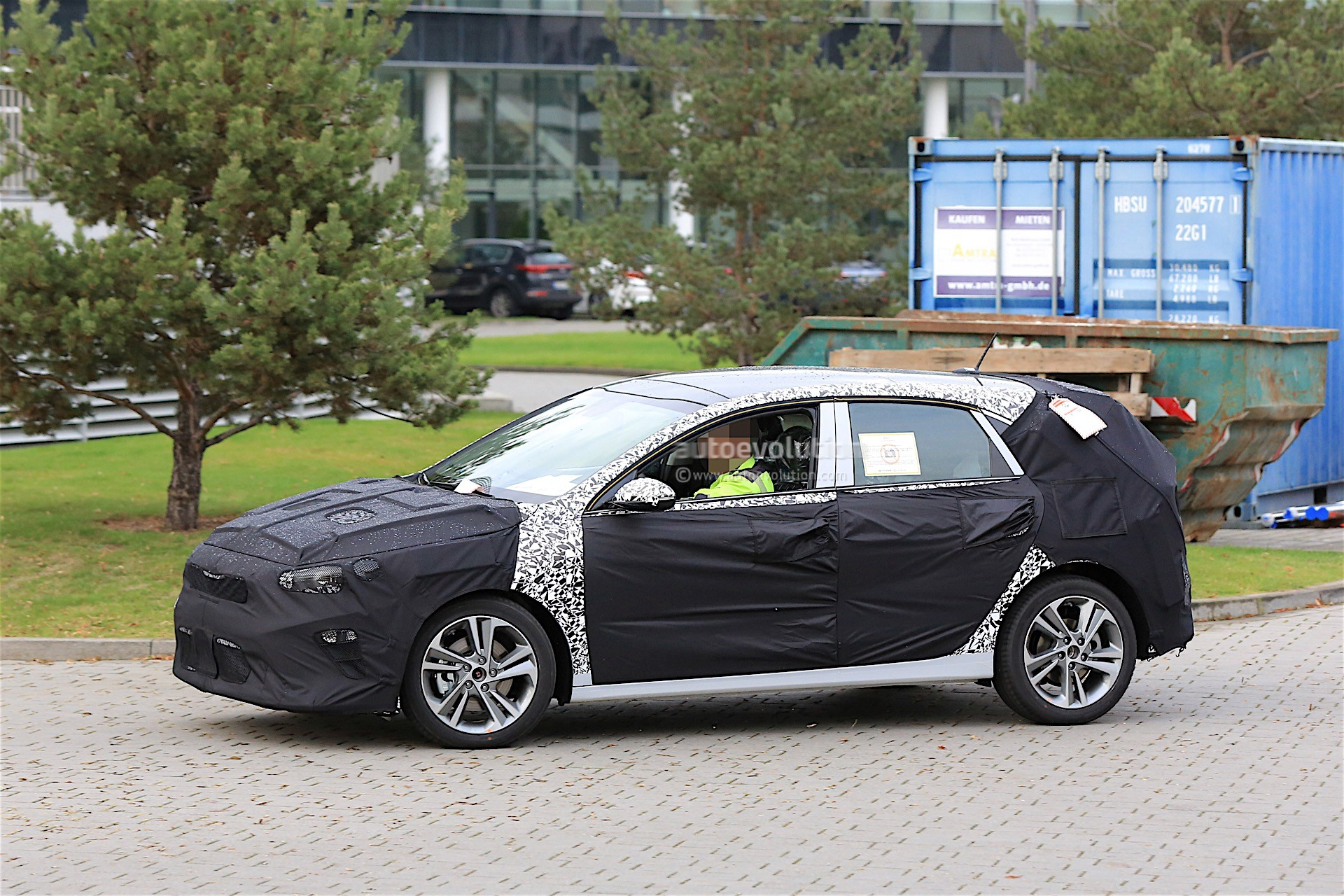 2018 kia cee d caught on video next to new hyundai i30 and. Black Bedroom Furniture Sets. Home Design Ideas