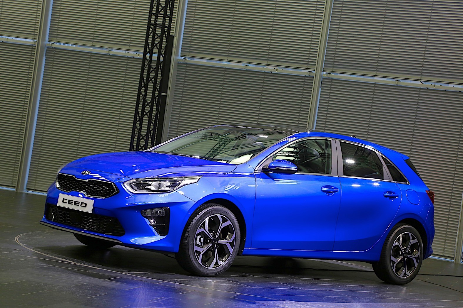 Kia gunning for Golf with new Ceed hatch