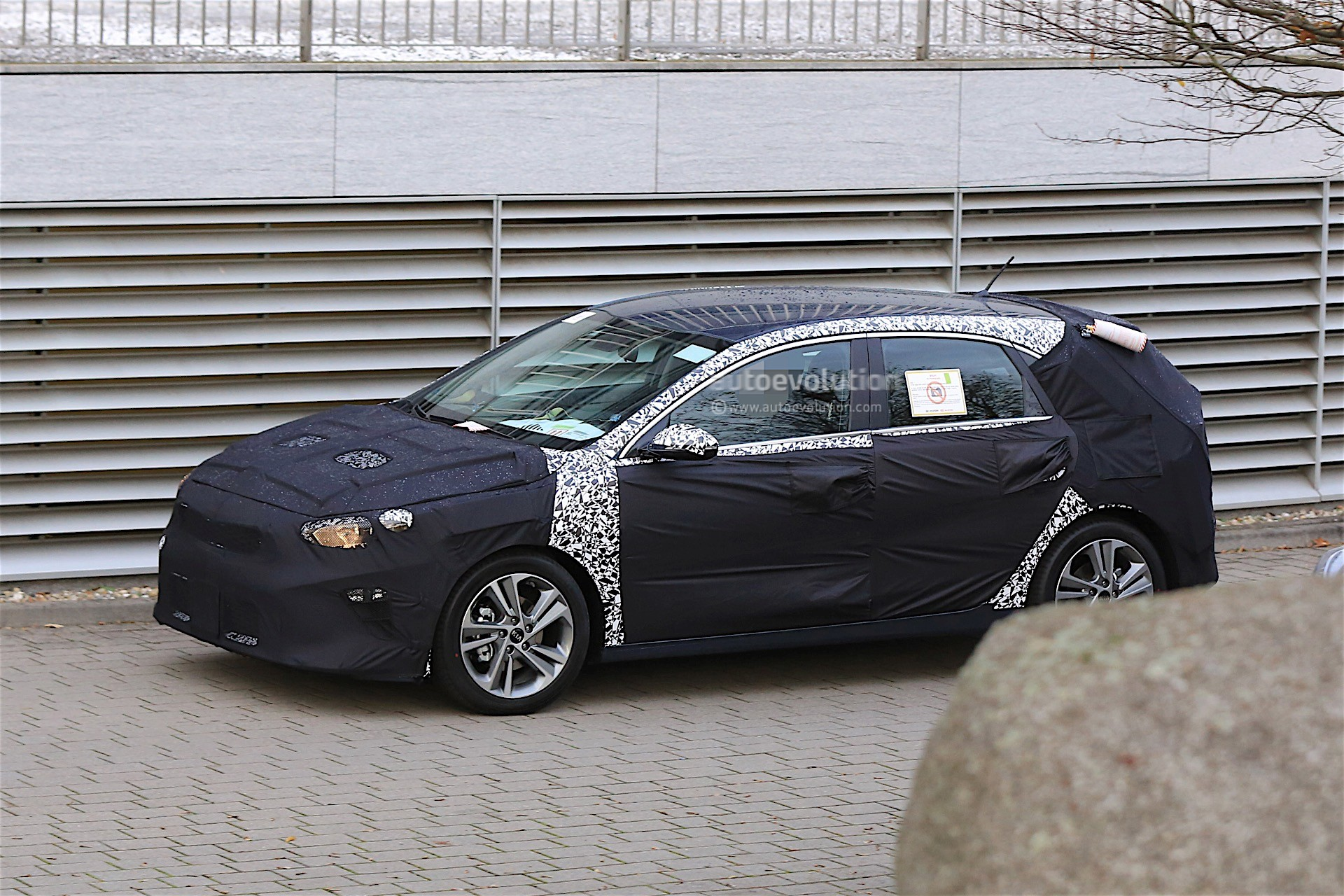 2018 kia ceed spied for the first time looks familiar autoevolution. Black Bedroom Furniture Sets. Home Design Ideas