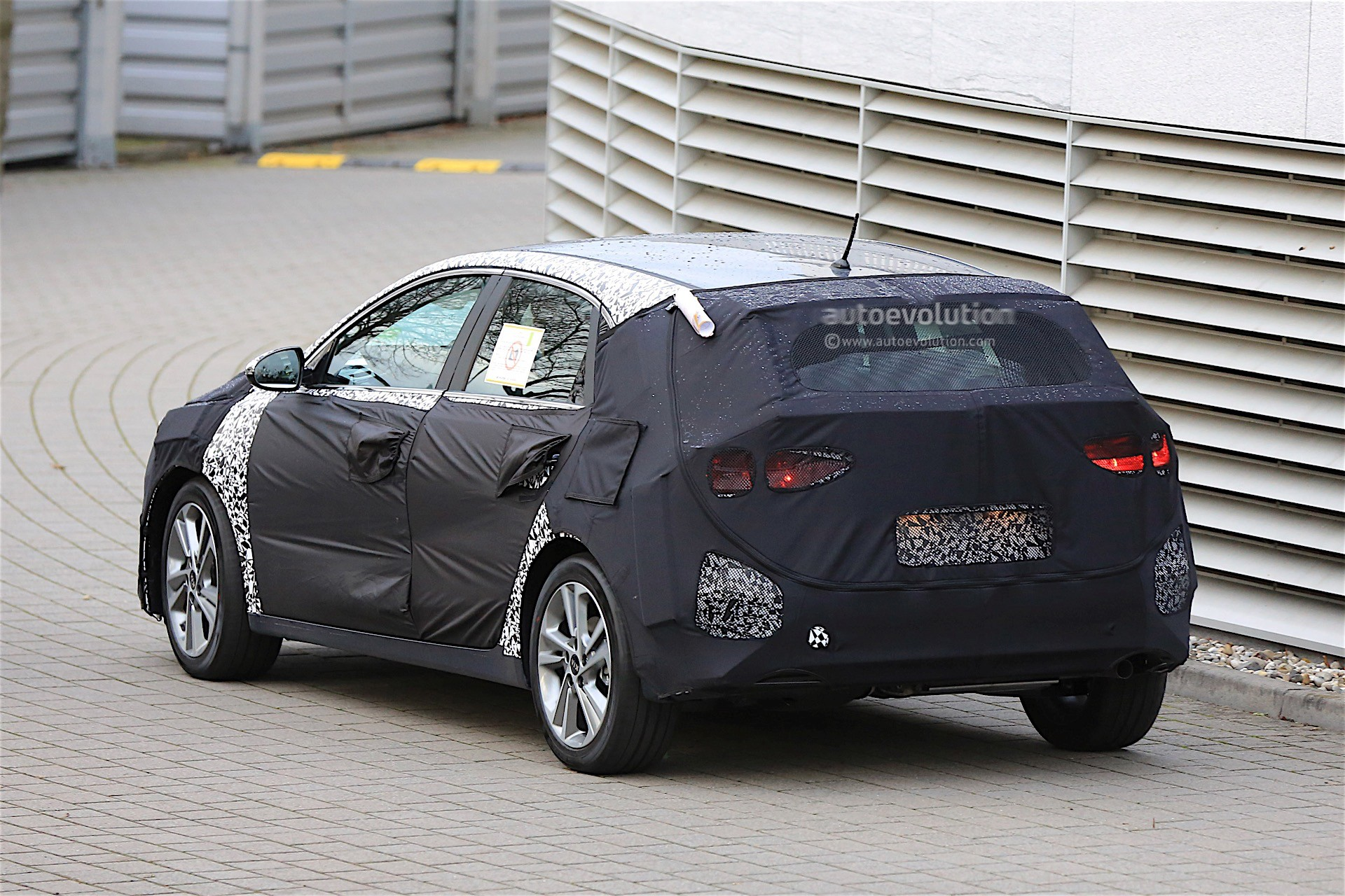 2018 kia ceed spied for the first time looks familiar. Black Bedroom Furniture Sets. Home Design Ideas