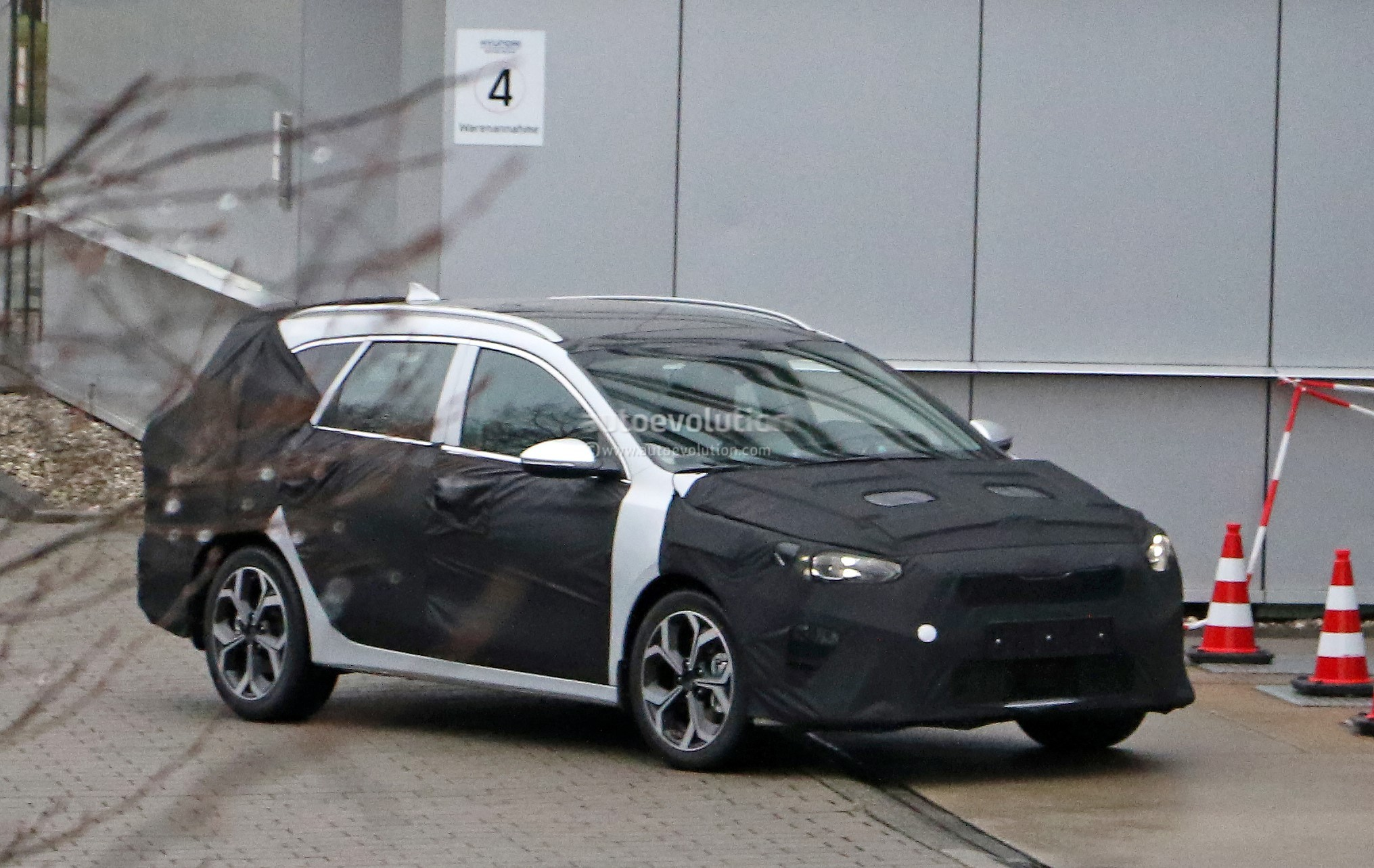 2018 kia cee d spied in germany posing as station wagon autoevolution. Black Bedroom Furniture Sets. Home Design Ideas