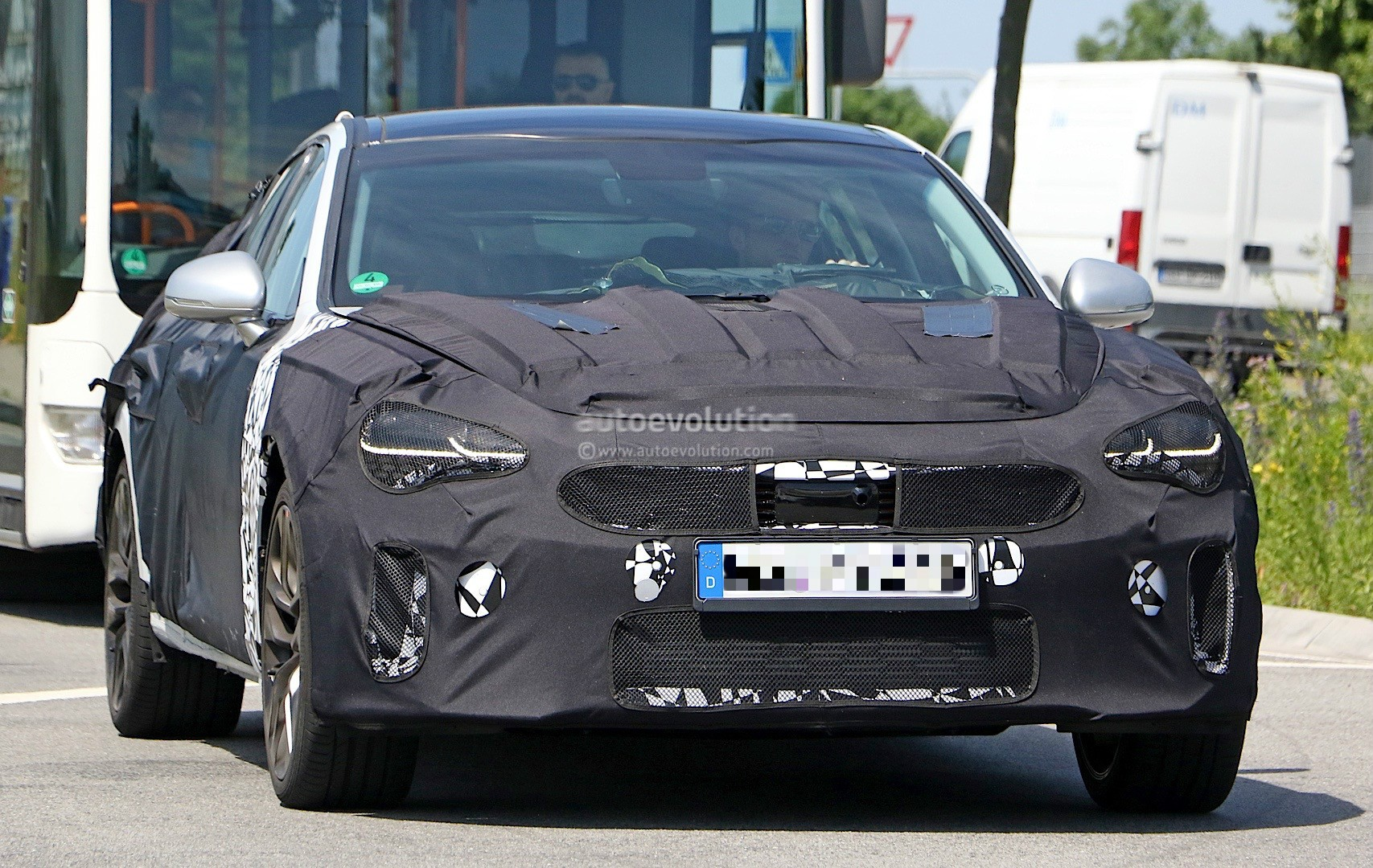 2018-kia-g​t-spied-in​-germany-c​ould-to-be​-called-st​inger_1
