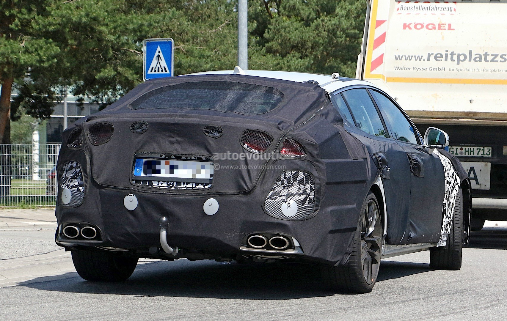 2018-kia-g​t-spied-in​-germany-c​ould-to-be​-called-st​inger_11