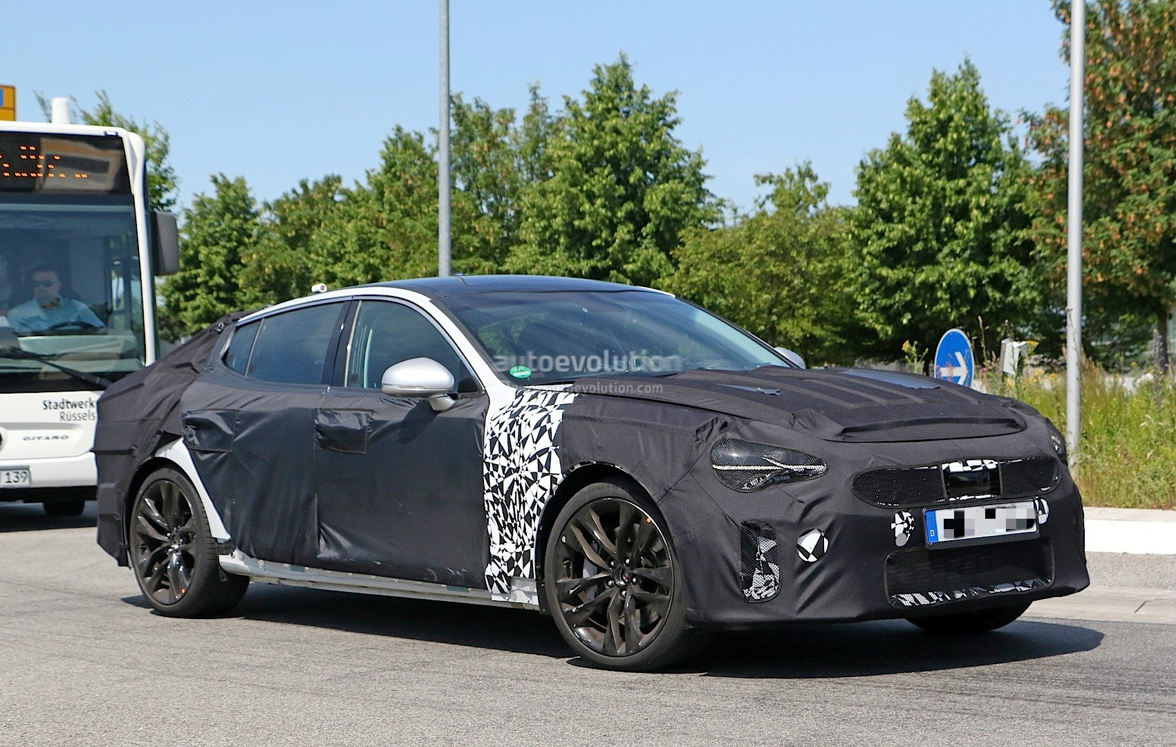 2018-kia-gt-spied-in-germany-could-to-be-called-stinger_4