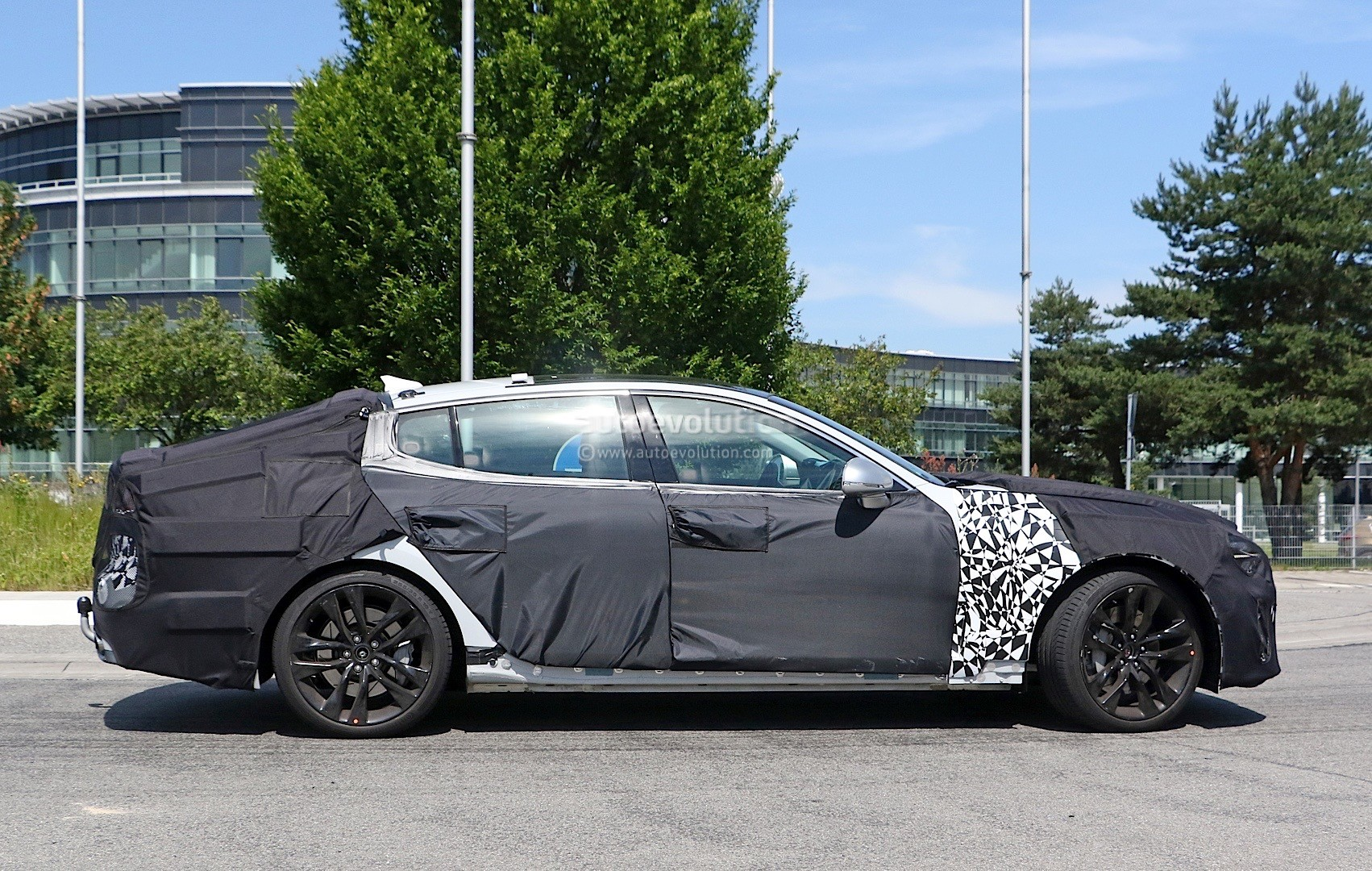 2018-kia-gt-spied-in-germany-could-to-be-called-stinger_7