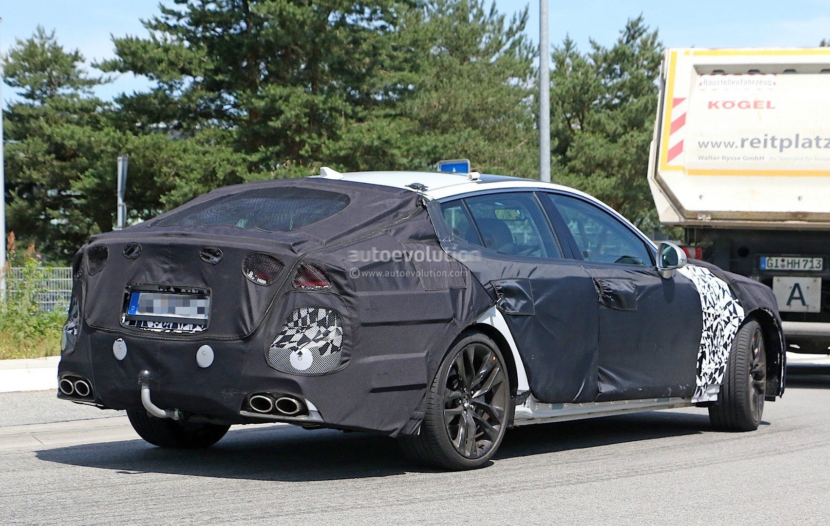 2018-kia-gt-spied-in-germany-could-to-be-called-stinger_9