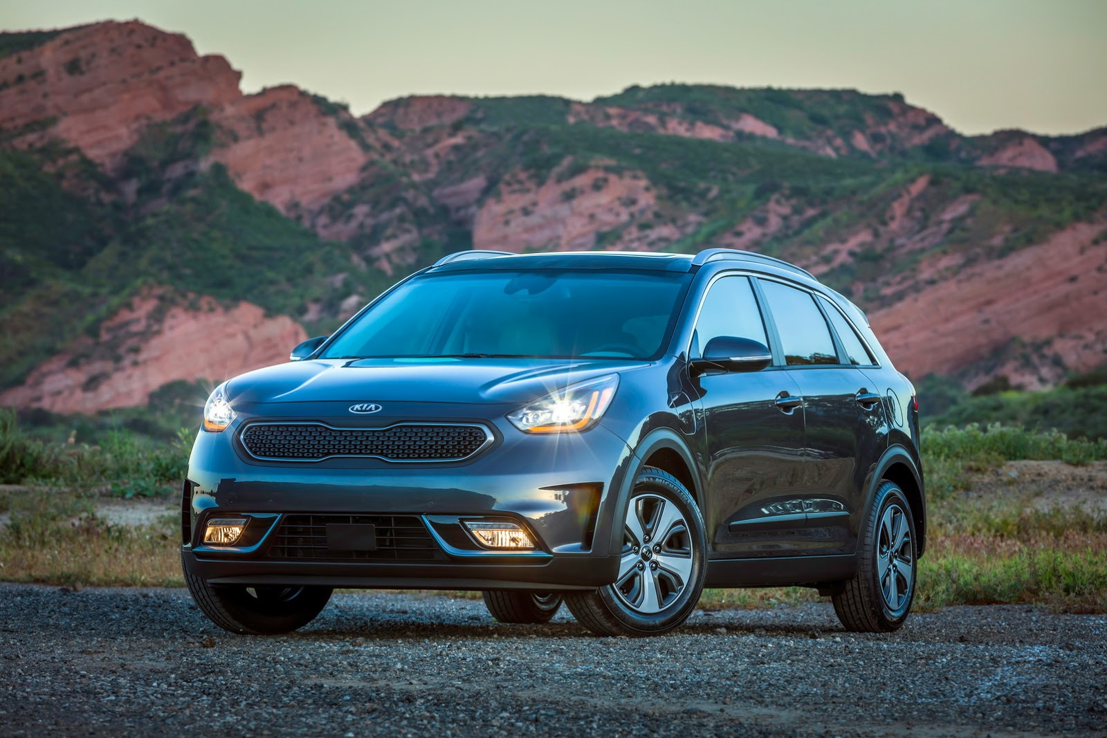 2018 kia niro plug in hybrid epa rated 26 miles ev range autoevolution. Black Bedroom Furniture Sets. Home Design Ideas