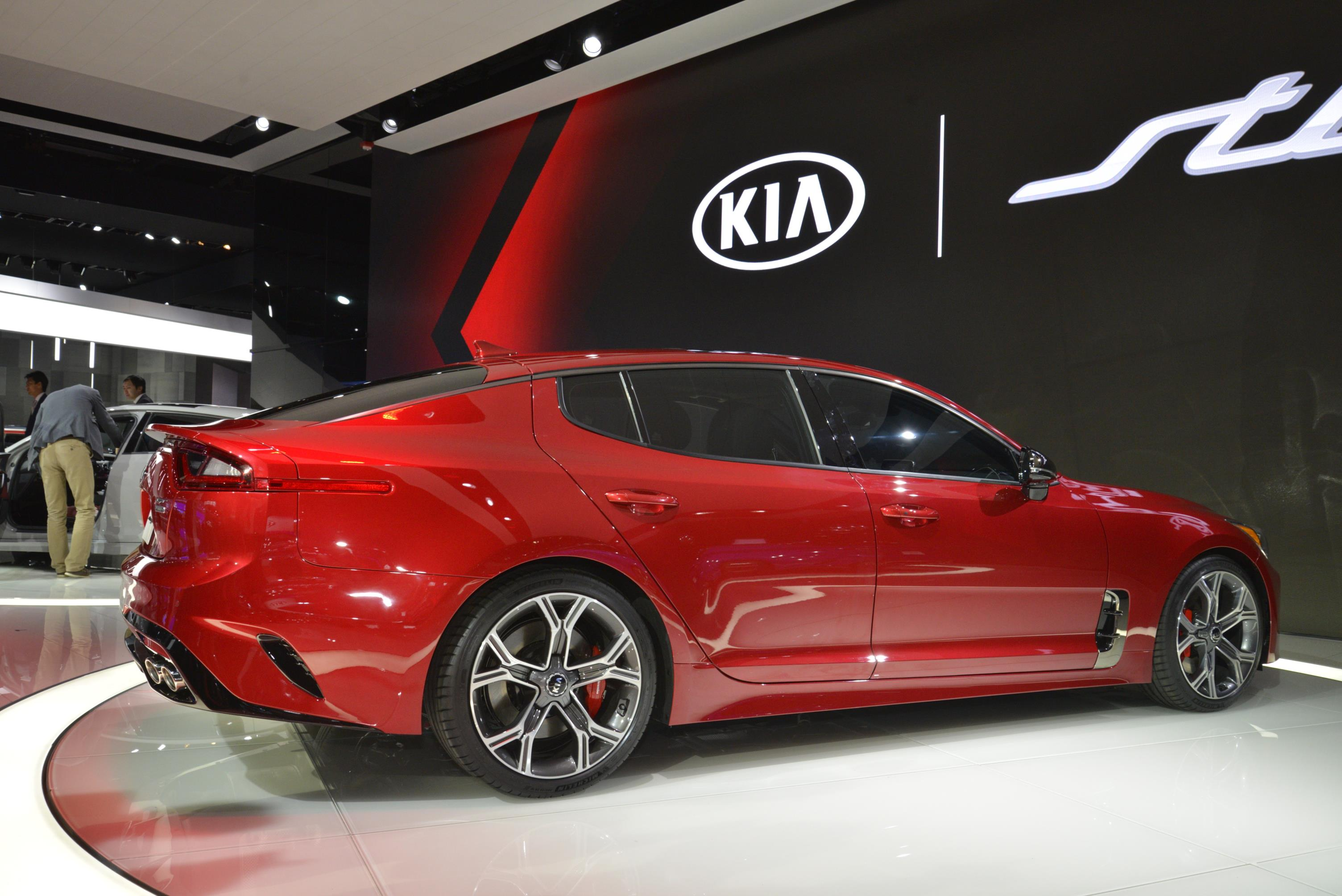 2018 Kia Stinger Looks Like A Porsche Panamera In Nardo